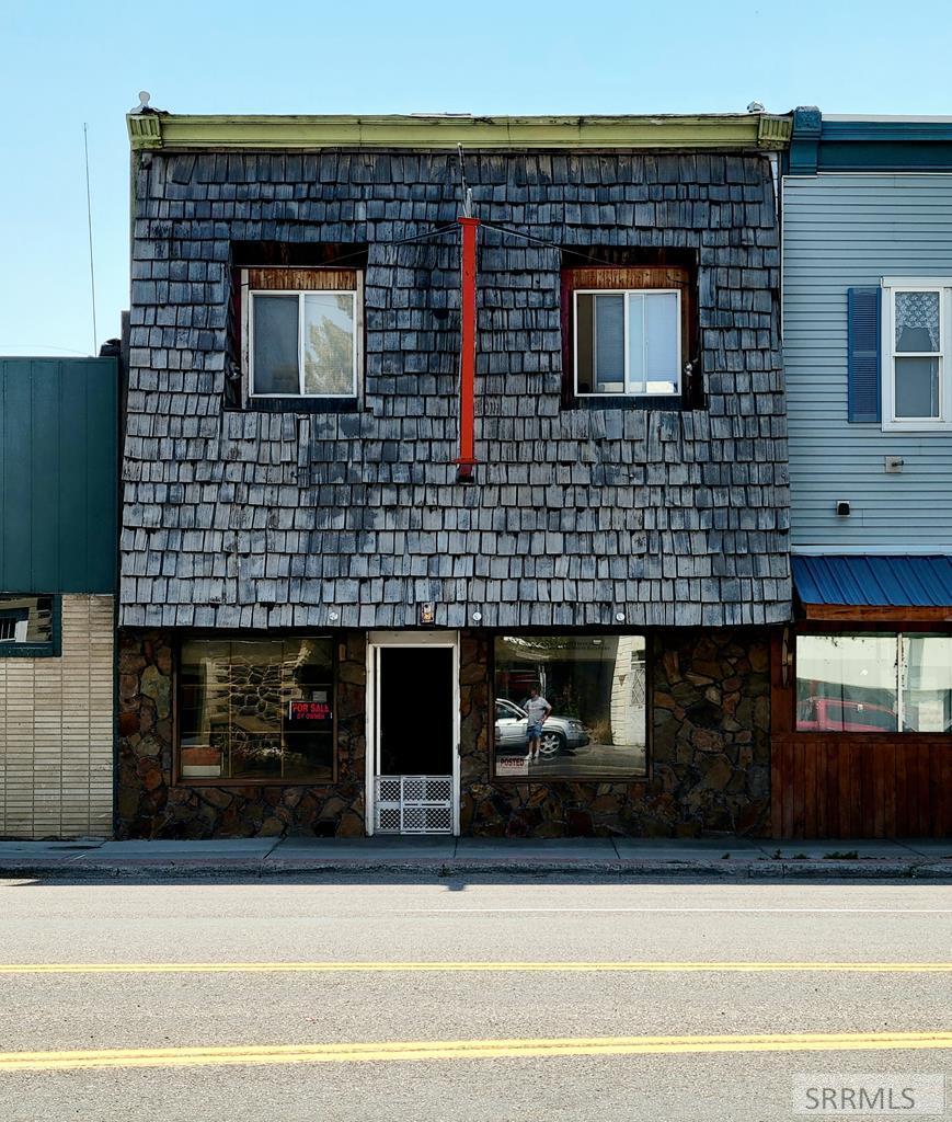 141 W Grand Avenue Property Photo