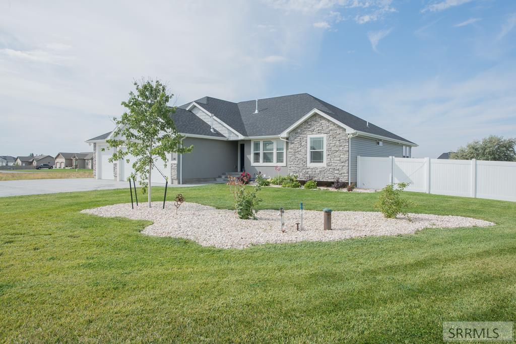 141 N 3752 East Property Photo