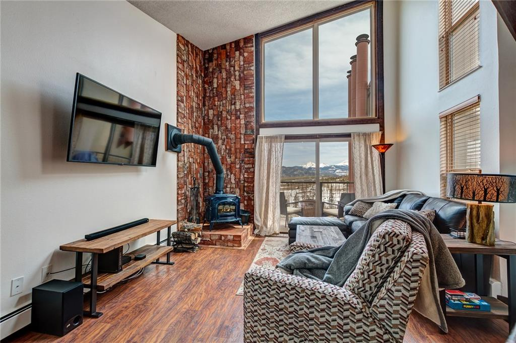 Silver Queen West Condo Real Estate Listings Main Image
