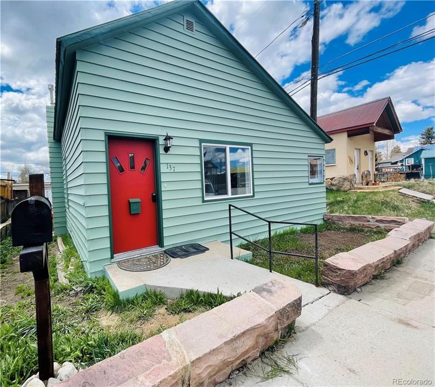 137 E 10th Street Property Photo 1