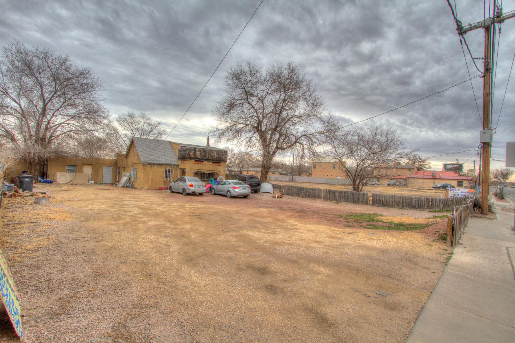 2410 Isleta Boulevard SW Property Photo 1