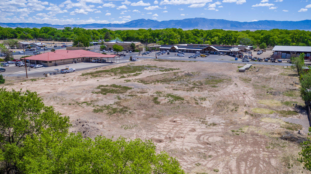 Carson Drive Property Photo - Los Lunas, NM real estate listing