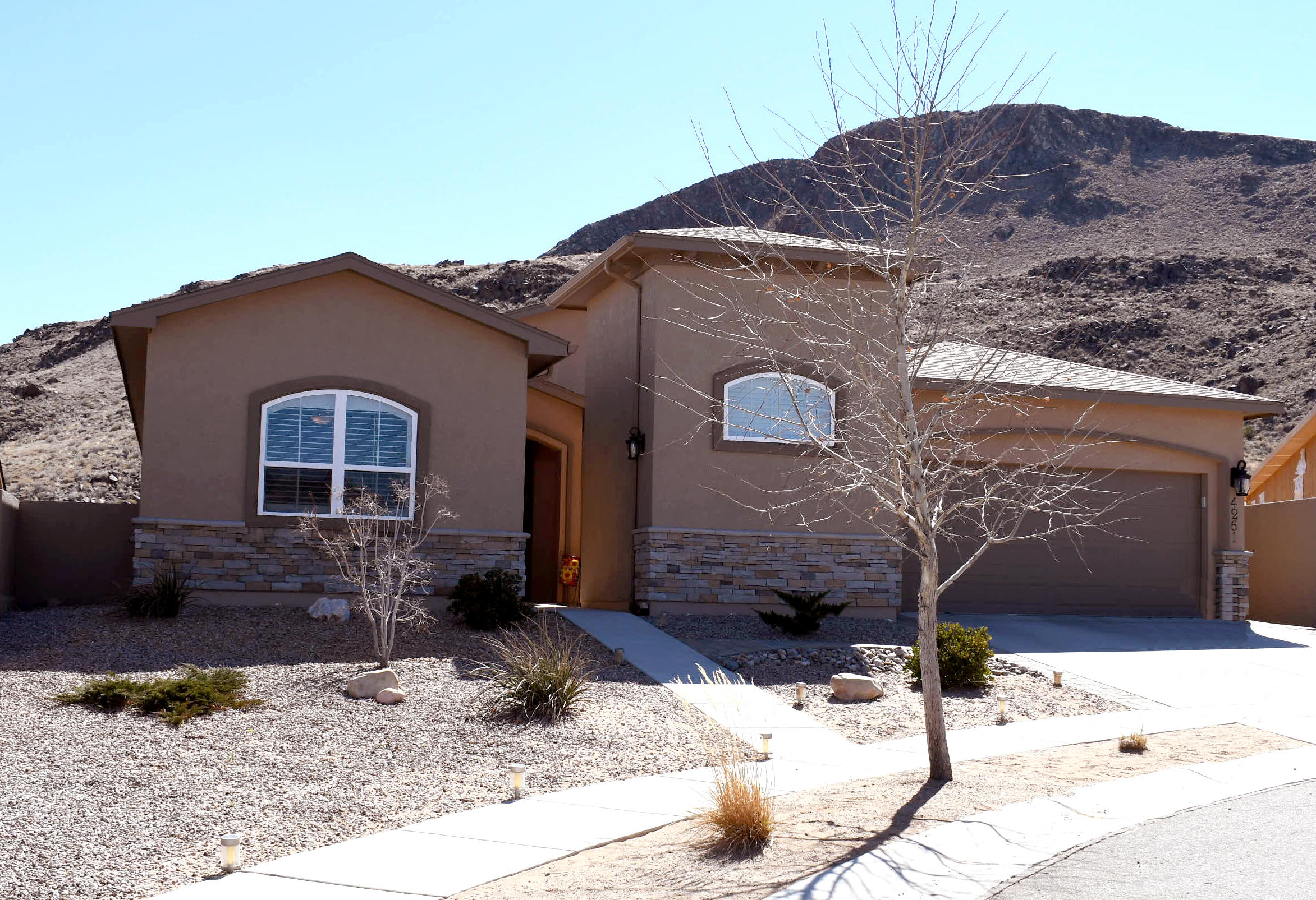 4261 Agave Court SW Property Photo - Los Lunas, NM real estate listing