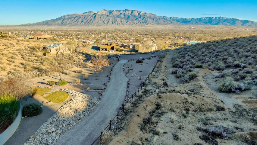 B2/B1B Loma Alto Court Property Photo - Corrales, NM real estate listing