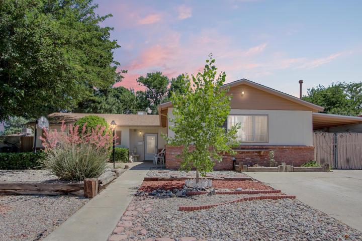 8905 Aspen Avenue NE Property Photo - Albuquerque, NM real estate listing