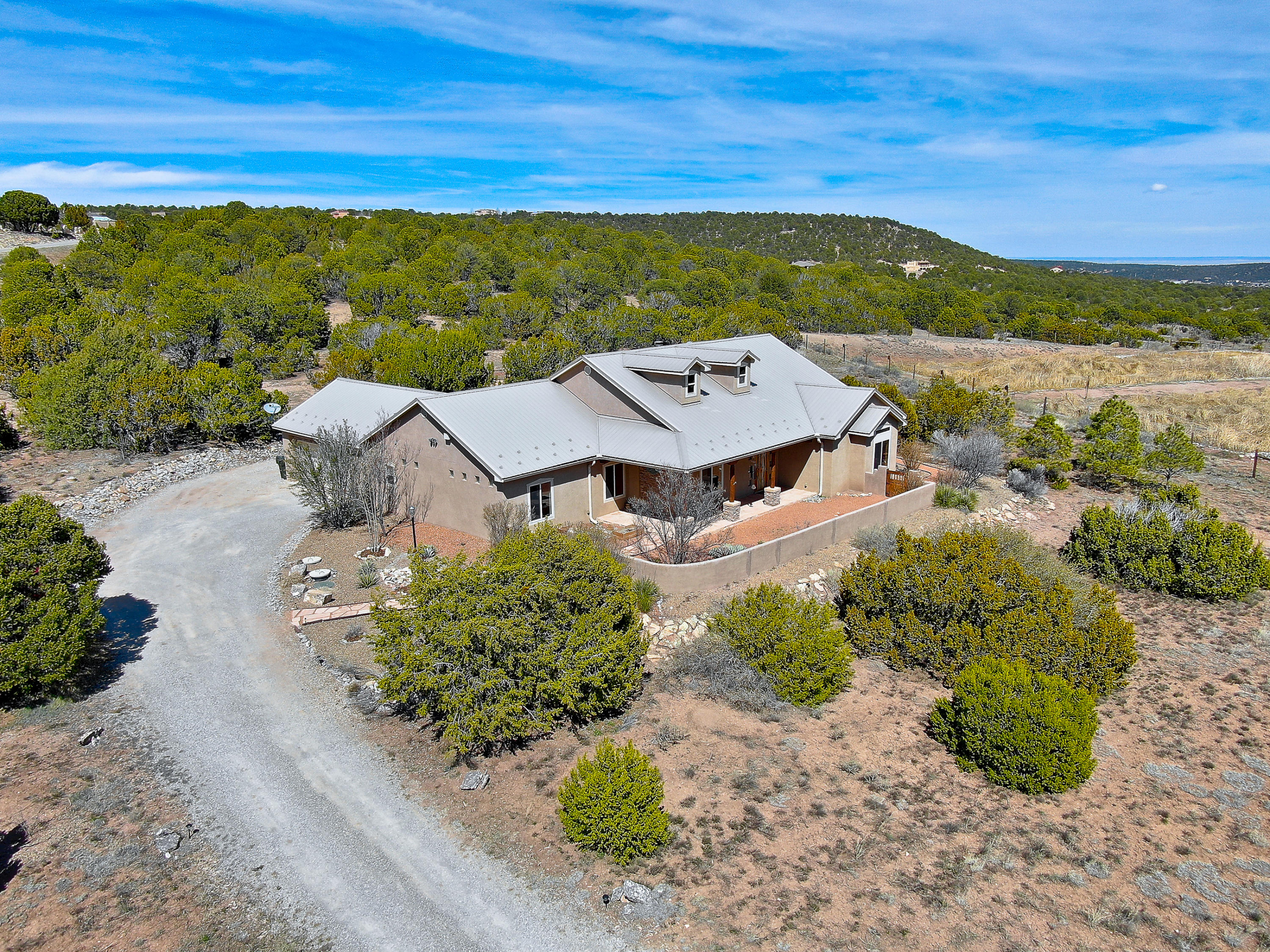 7 MEADOW LAND Court Property Photo - Tijeras, NM real estate listing