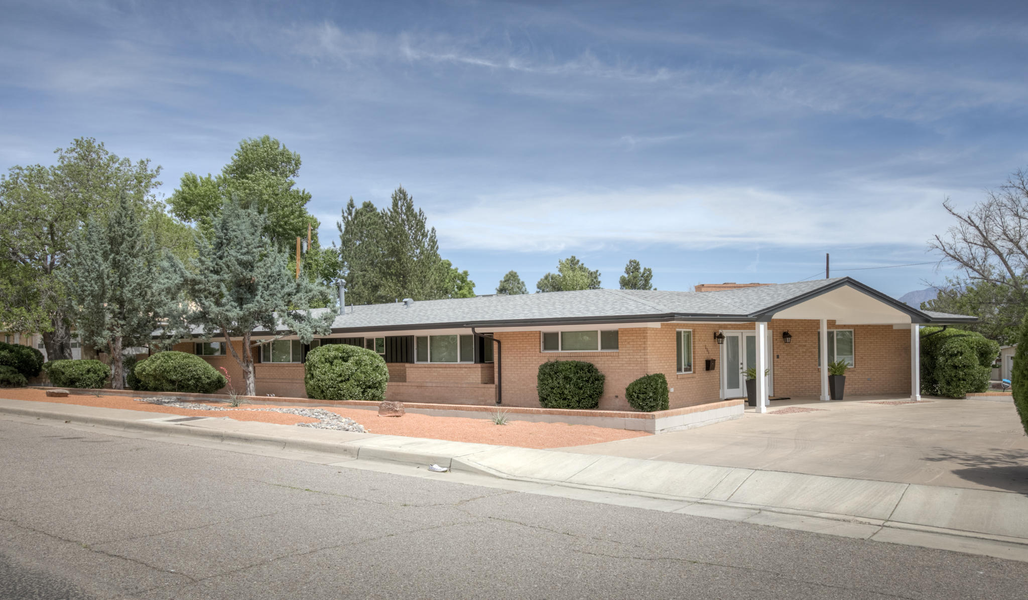 606 LOMA LINDA Place SE Property Photo - Albuquerque, NM real estate listing
