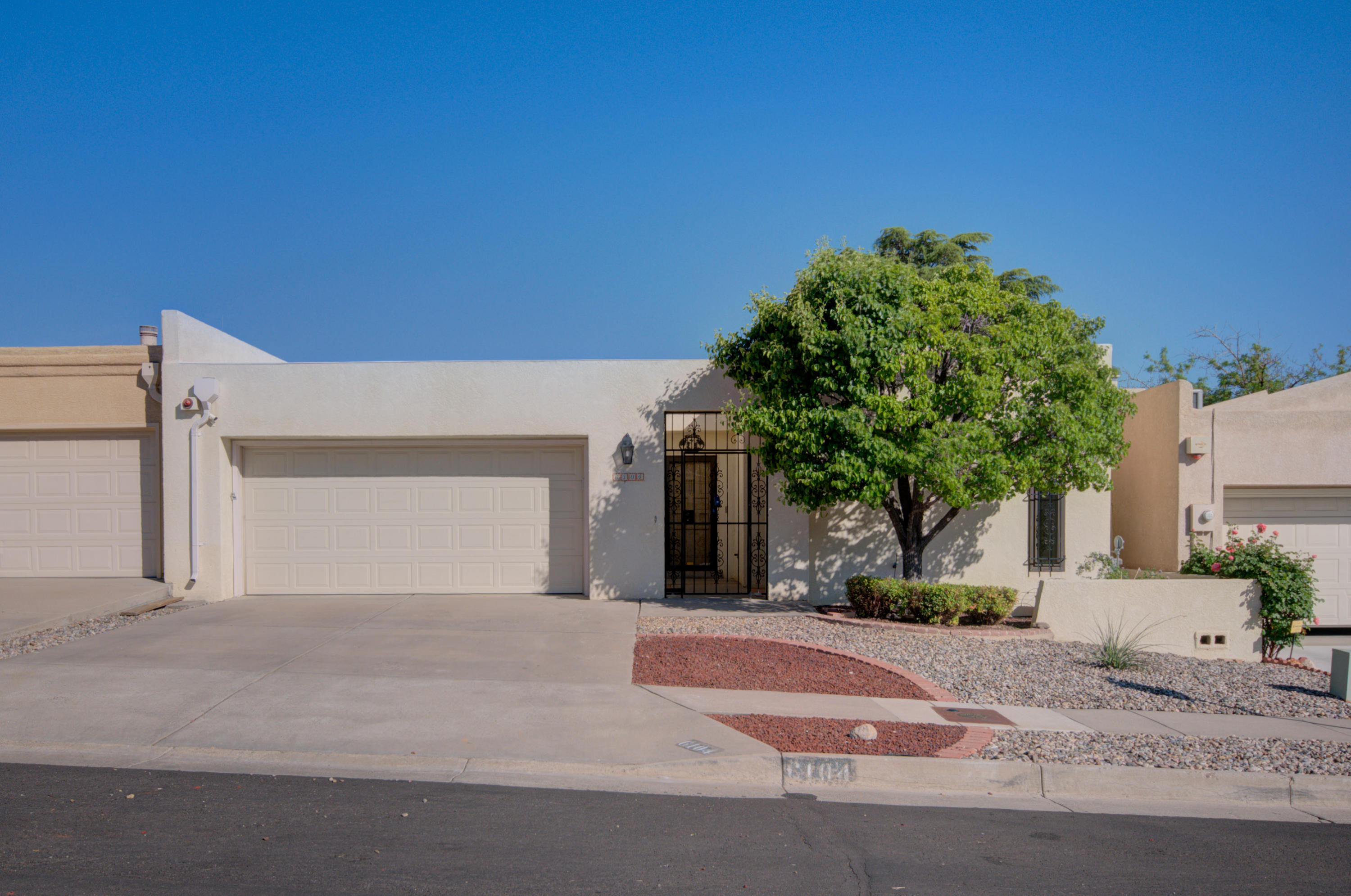6104 RIO HONDO Drive NE Property Photo - Albuquerque, NM real estate listing