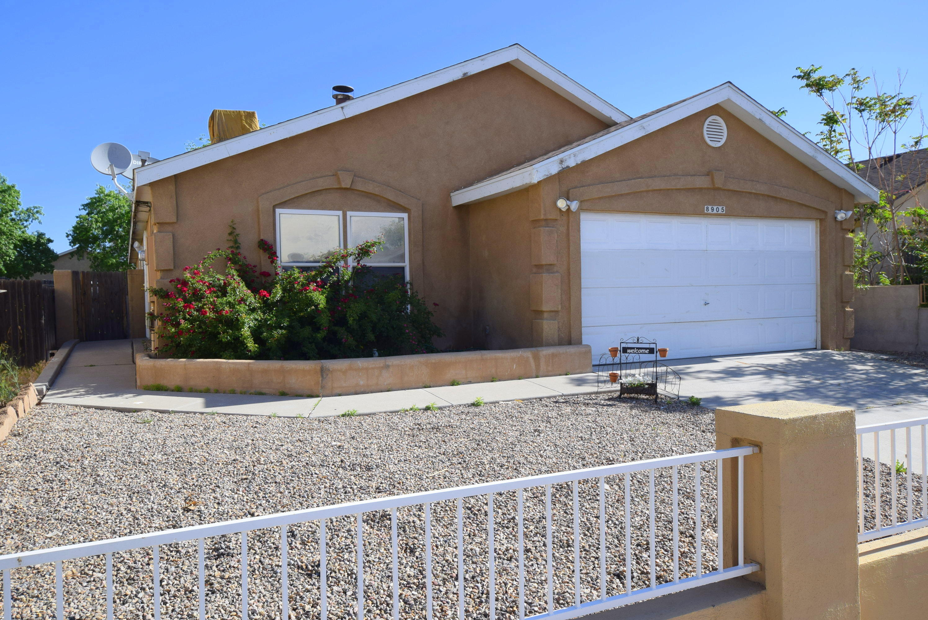 8905 ODIN Road SW Property Photo - Albuquerque, NM real estate listing