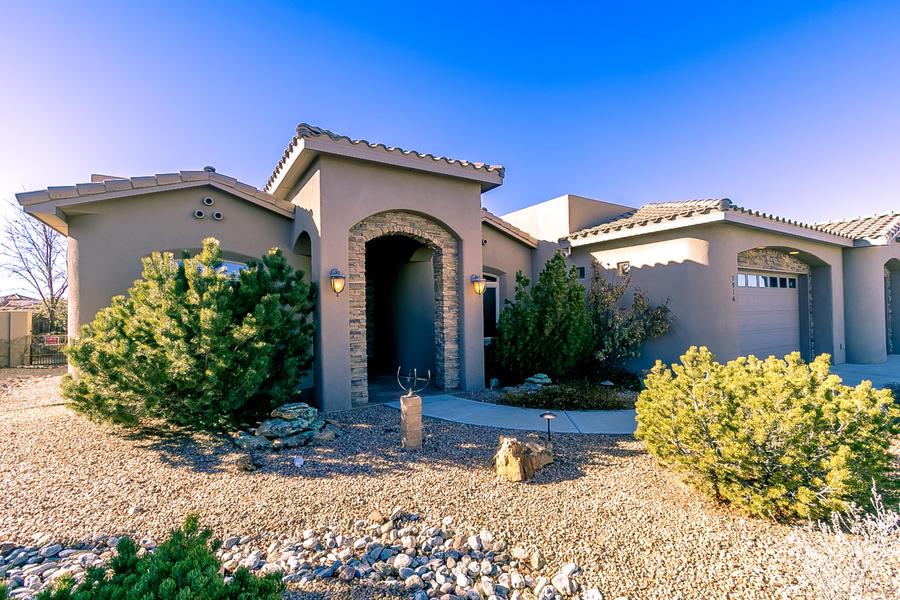 7916 VICTORIA Drive NW Property Photo - Albuquerque, NM real estate listing
