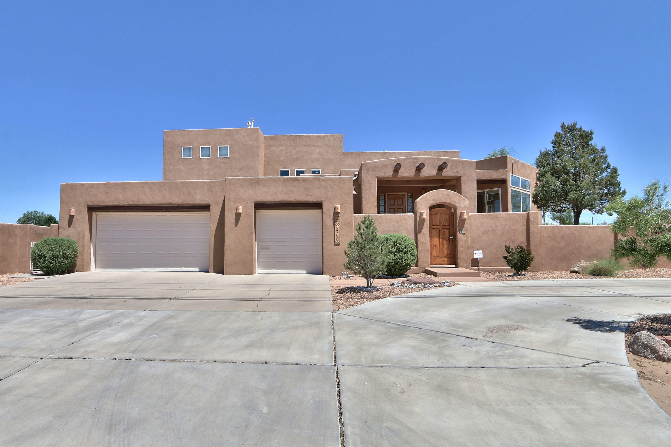 3700 ALAMOGORDO Drive NW Property Photo - Albuquerque, NM real estate listing