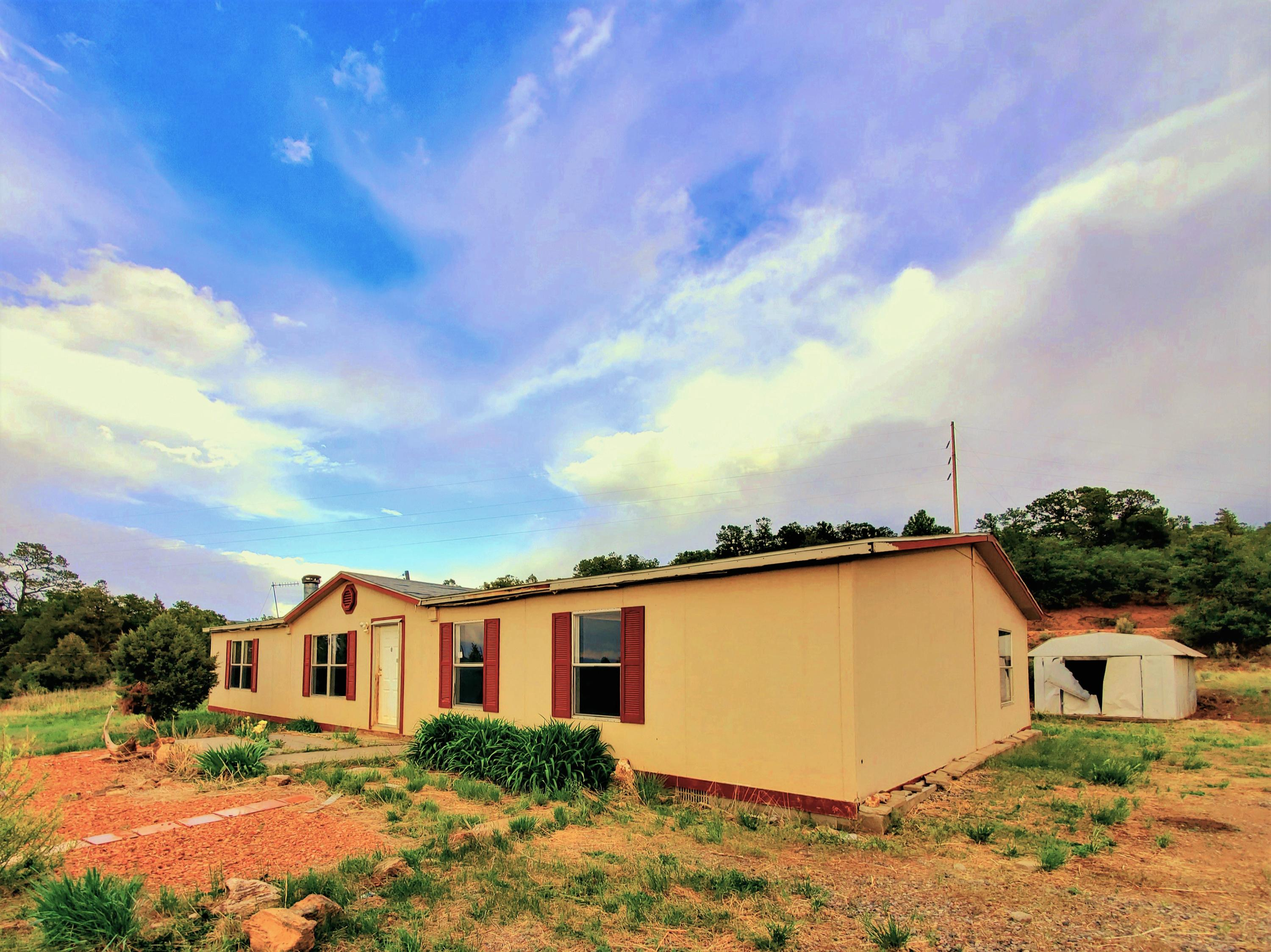 9 Old Gallina Road Property Photo - Regina, NM real estate listing