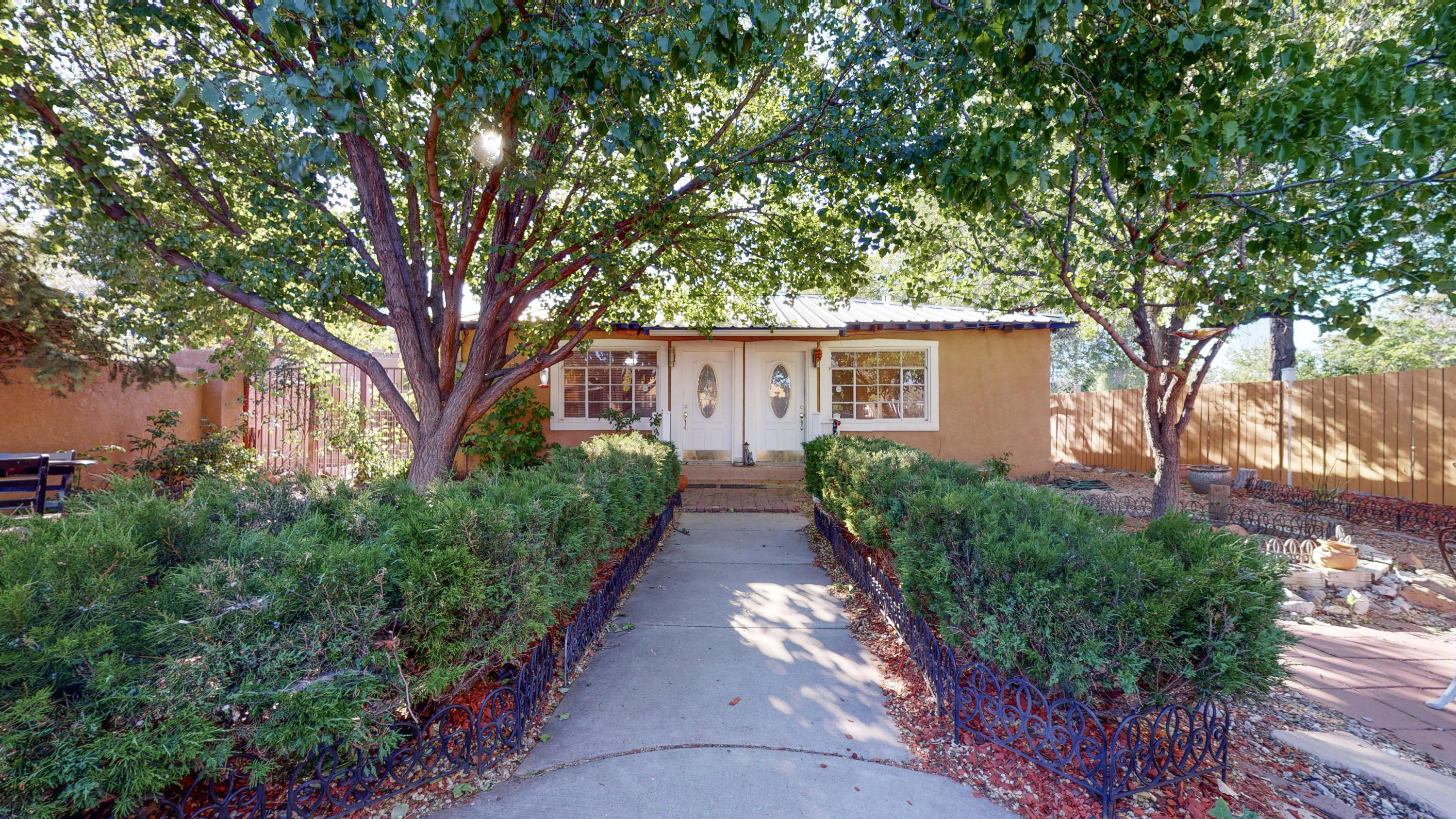 2418 MATTHEW Avenue NW Property Photo - Albuquerque, NM real estate listing
