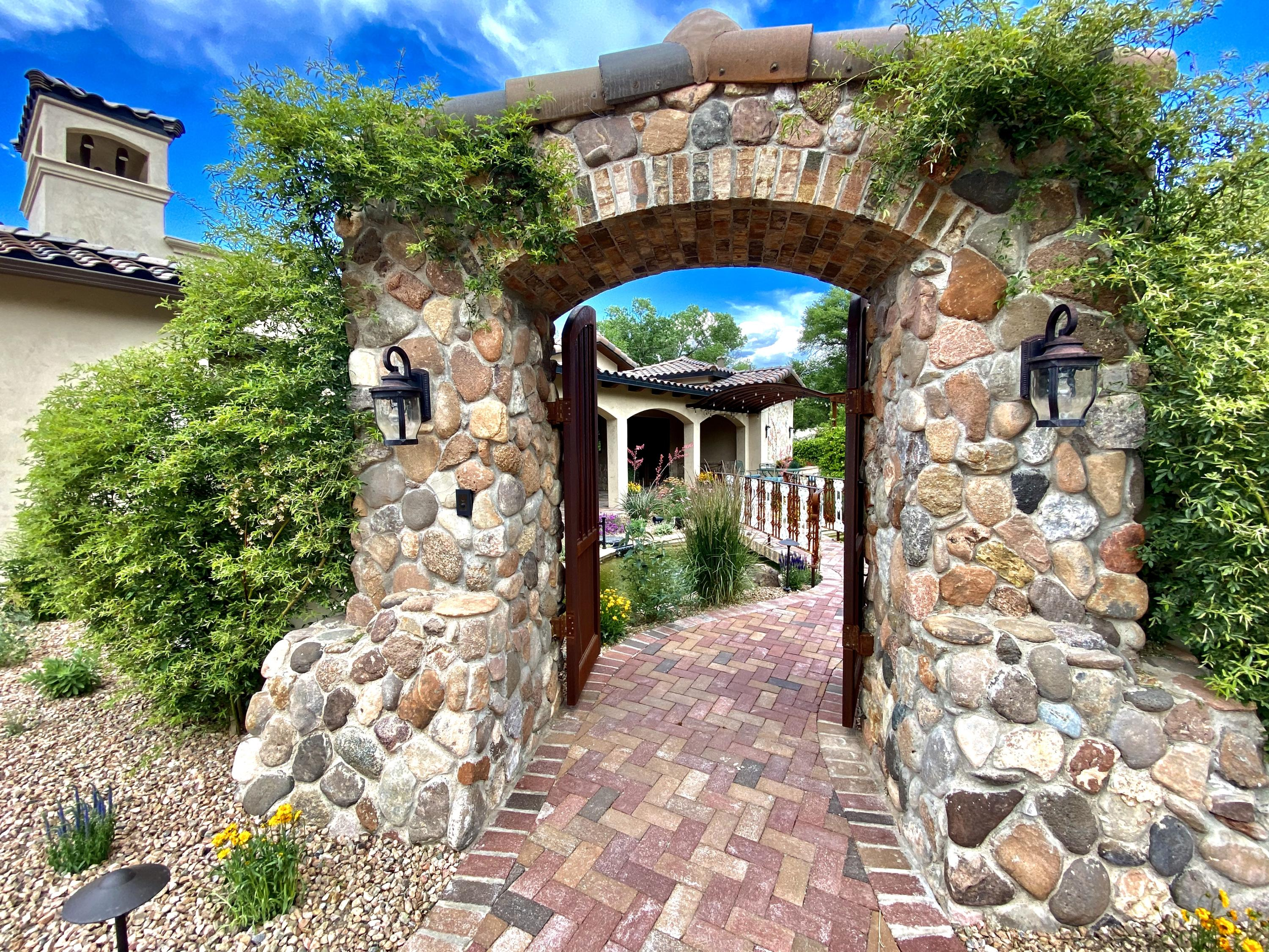 909 TERRA BELLA Court NW Property Photo - Albuquerque, NM real estate listing