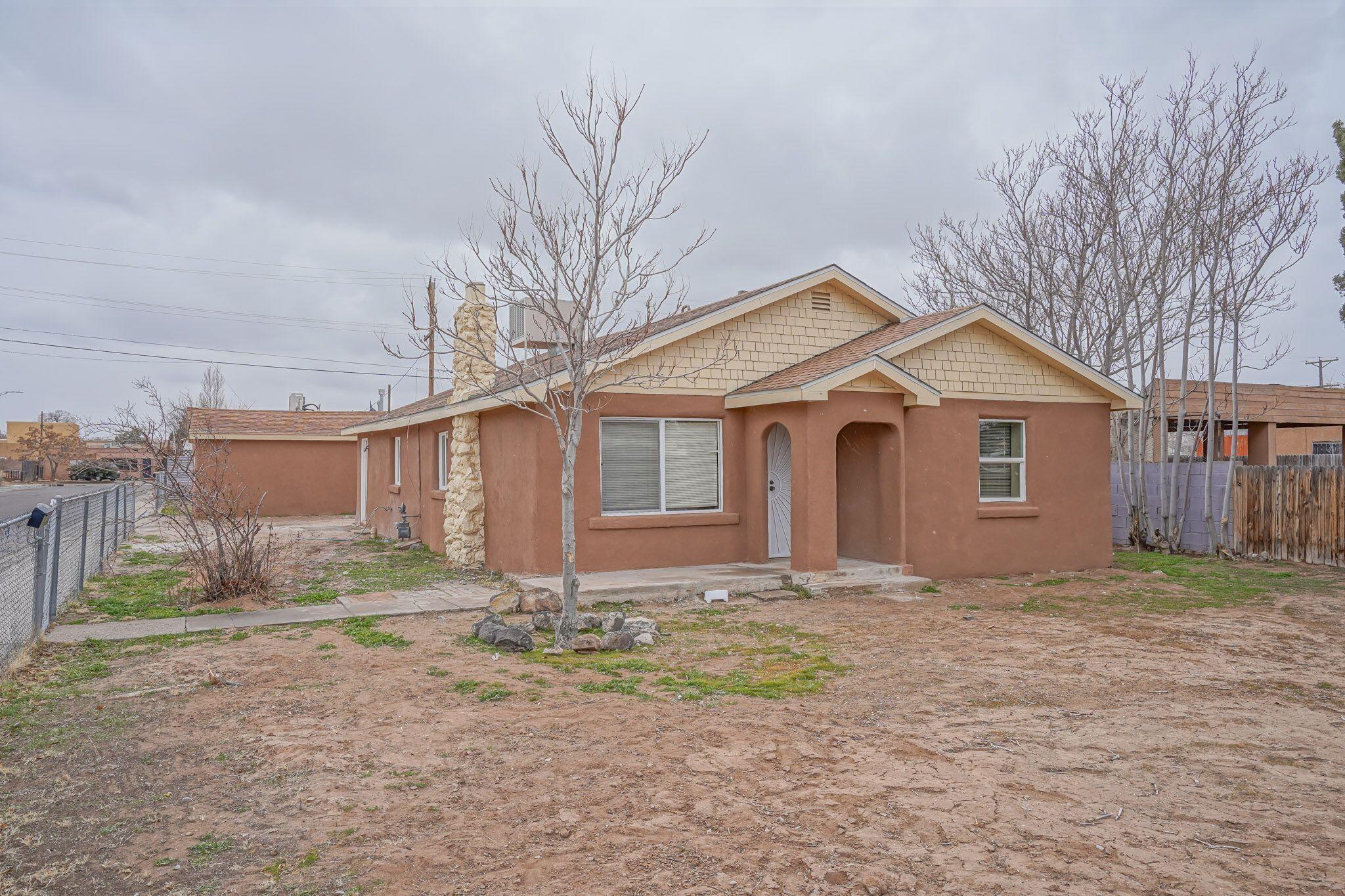 902 Aztec Road Nw Property Photo