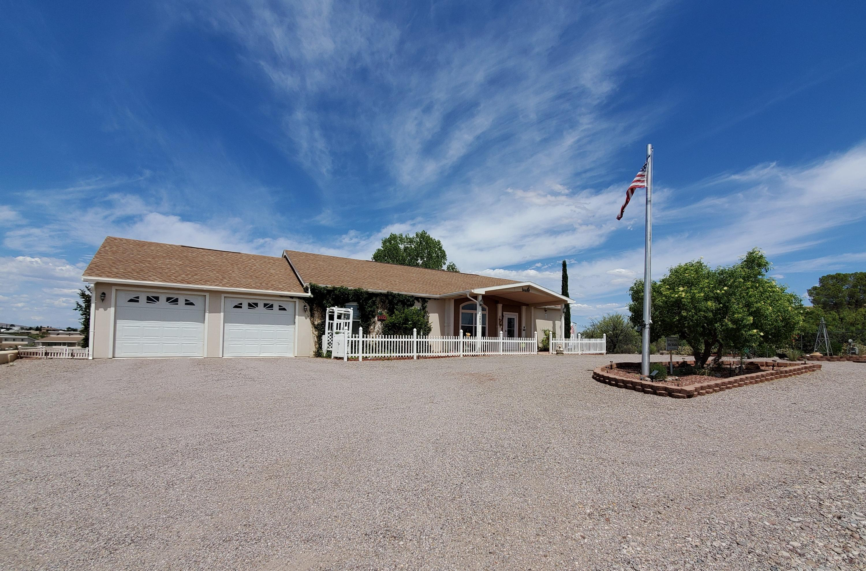 1202 Skyline Drive Property Photo - Elephant Butte, NM real estate listing