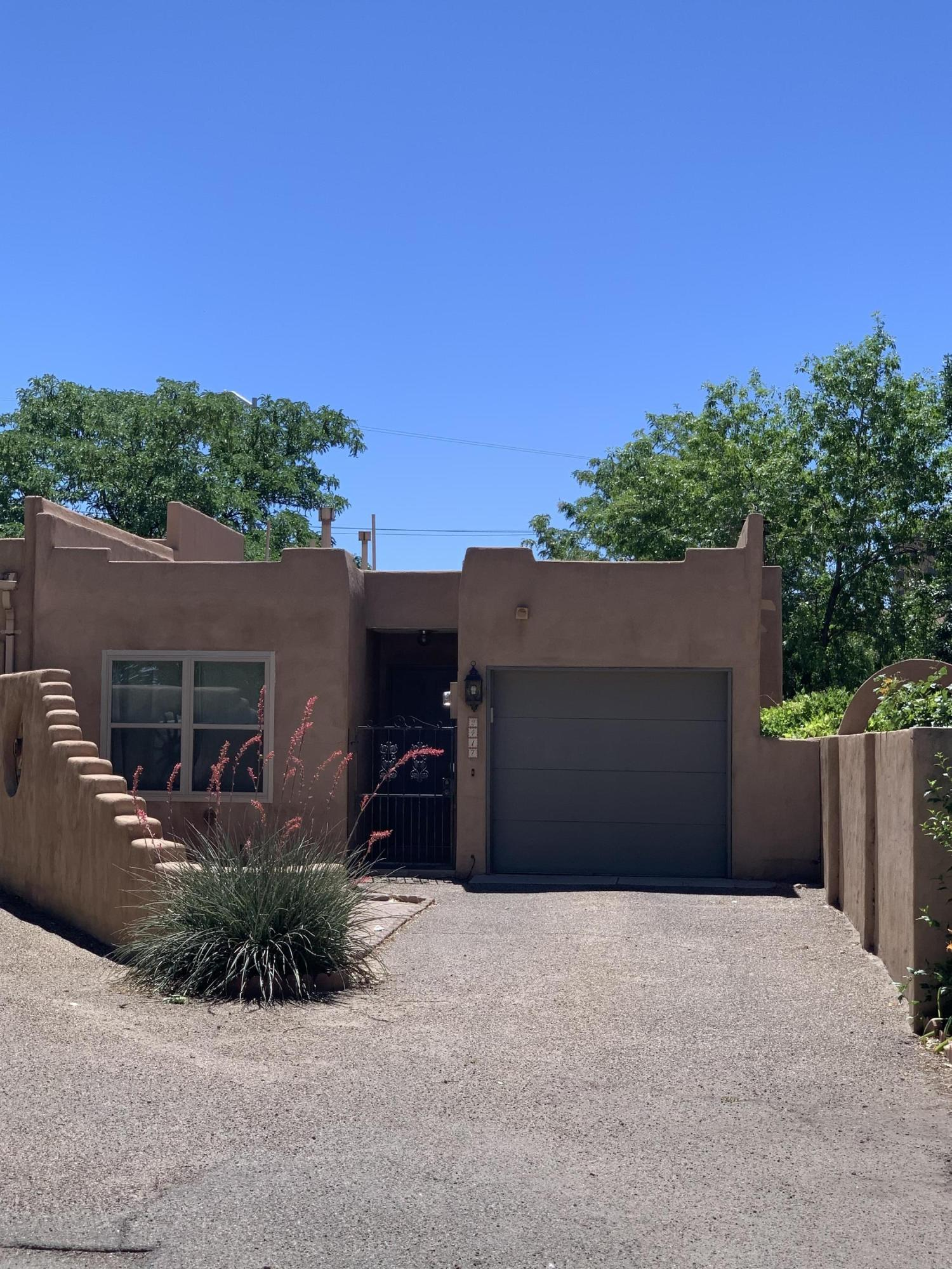 2417 NORTHWEST Circle NW Property Photo - Albuquerque, NM real estate listing