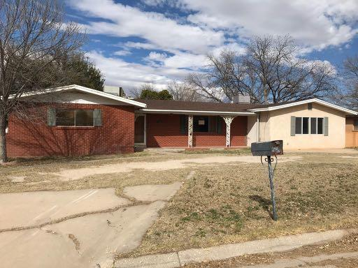 1504 W THOMAS Street Property Photo - Carlsbad, NM real estate listing