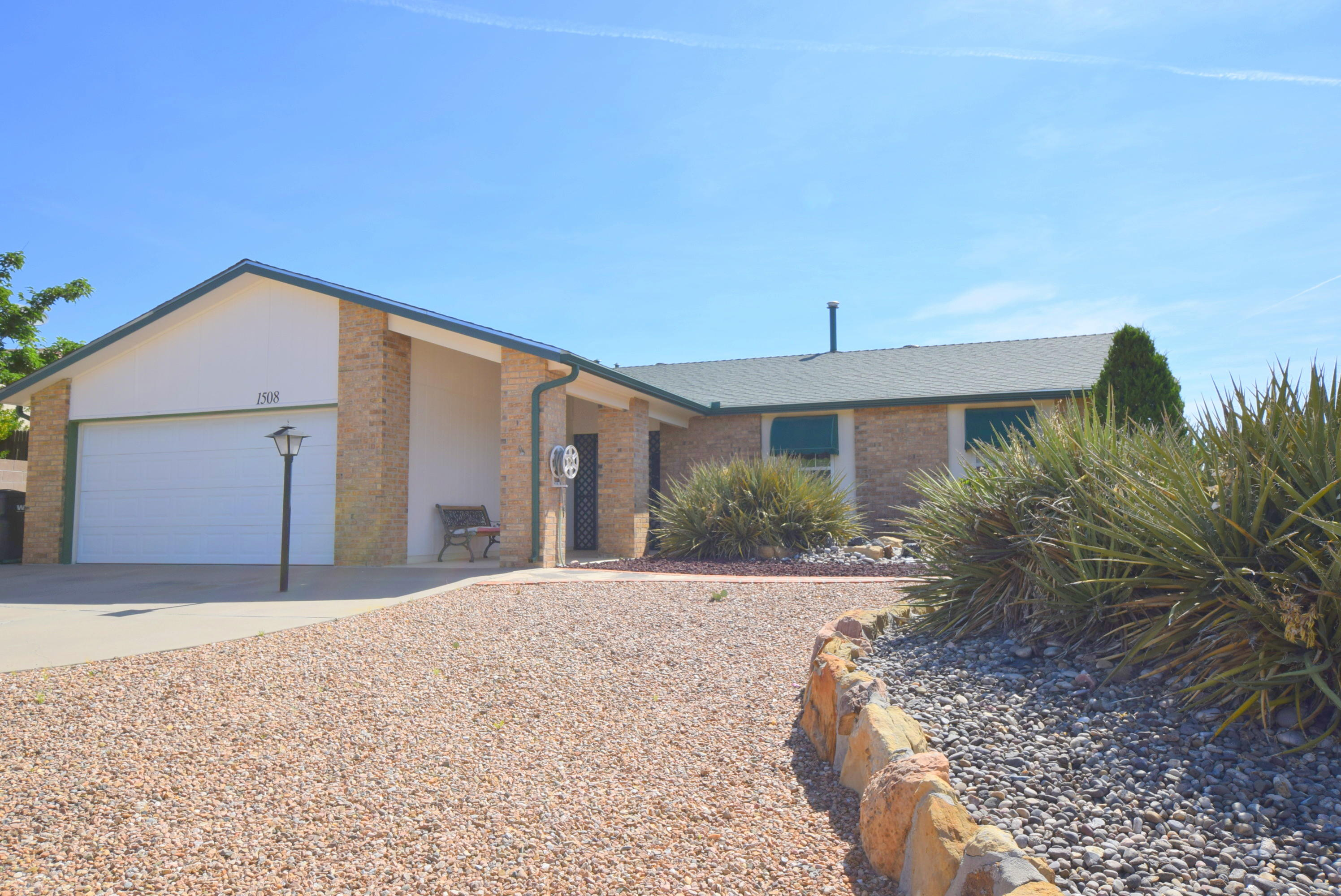 1508 BLACKBIRD Road NE Property Photo - Rio Rancho, NM real estate listing