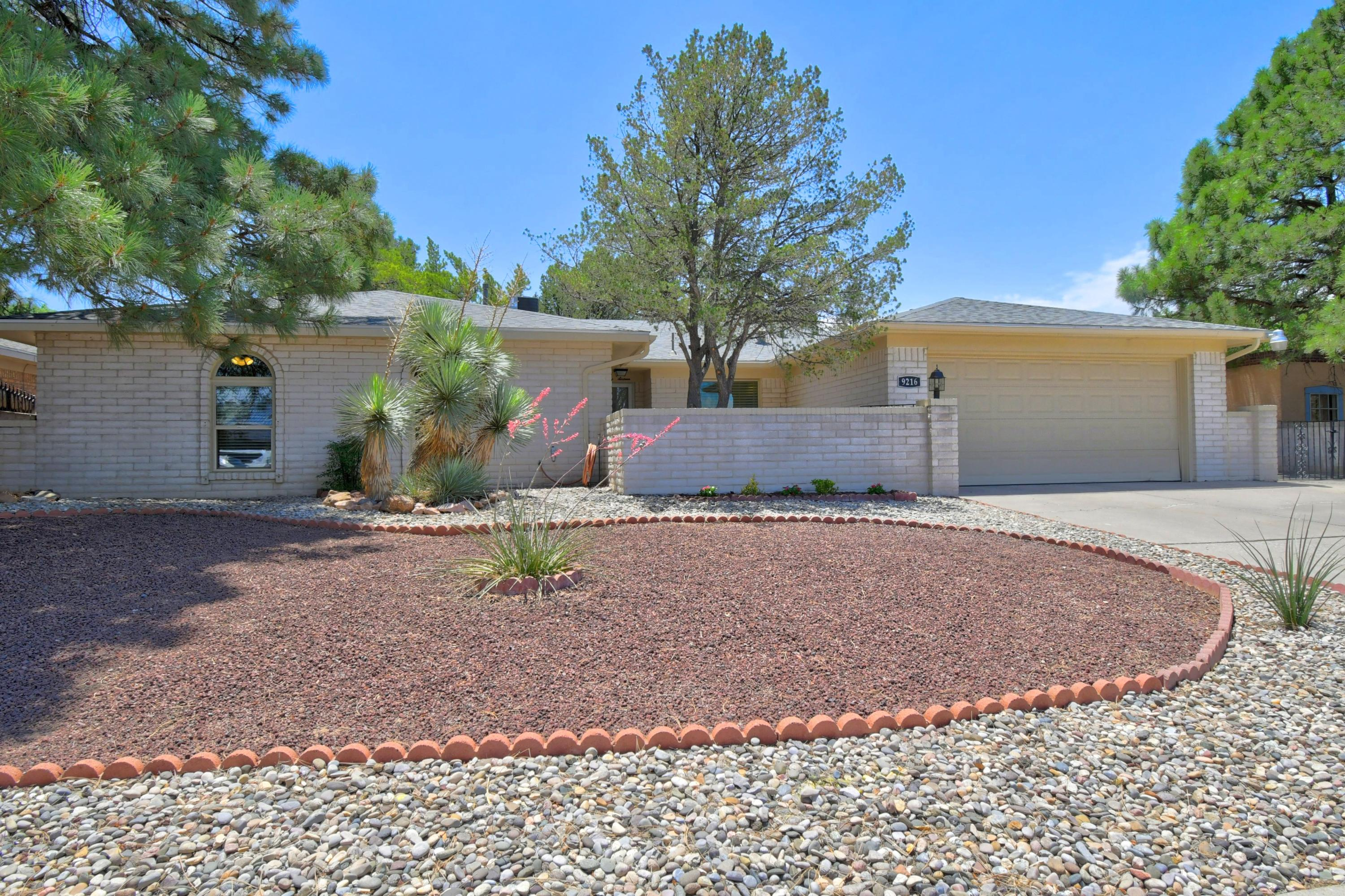 9216 EVANGELINE Avenue NE Property Photo - Albuquerque, NM real estate listing