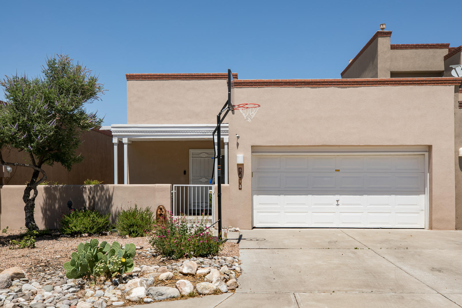 5615 VULCAN VISTA Drive NE Property Photo - Albuquerque, NM real estate listing