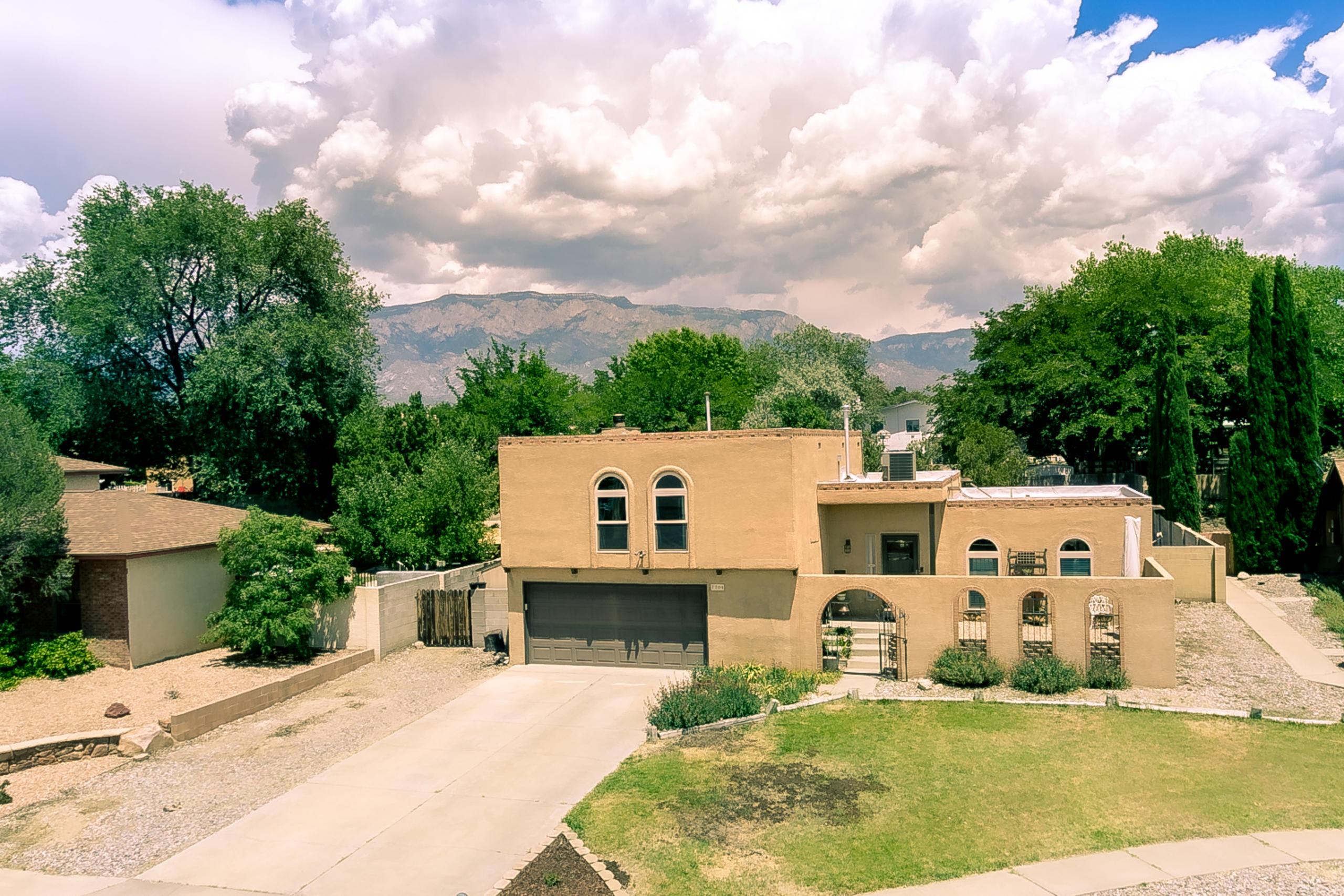 7704 WHITE Street NE Property Photo - Albuquerque, NM real estate listing