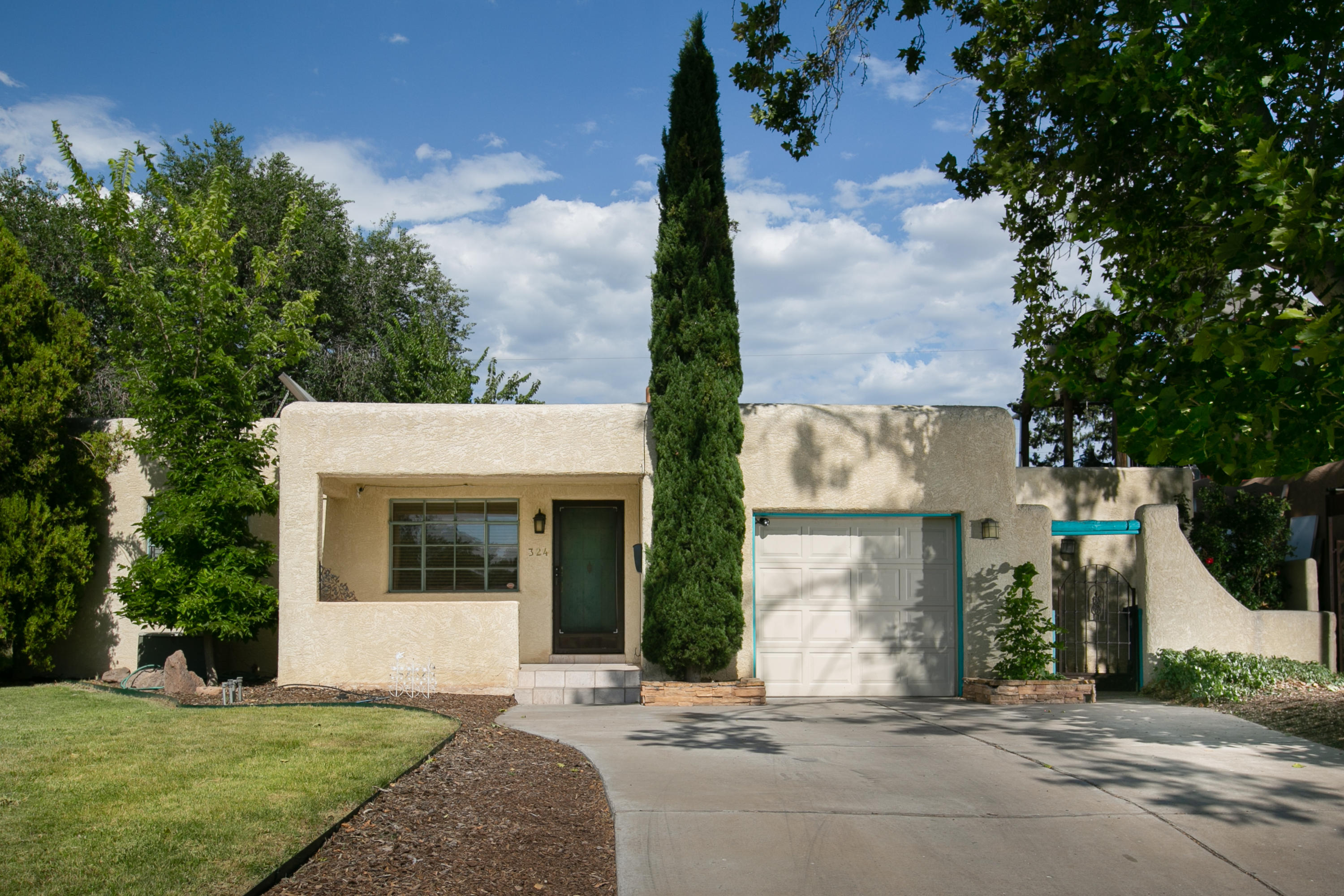 324 LAGUAYRA Drive NE Property Photo - Albuquerque, NM real estate listing