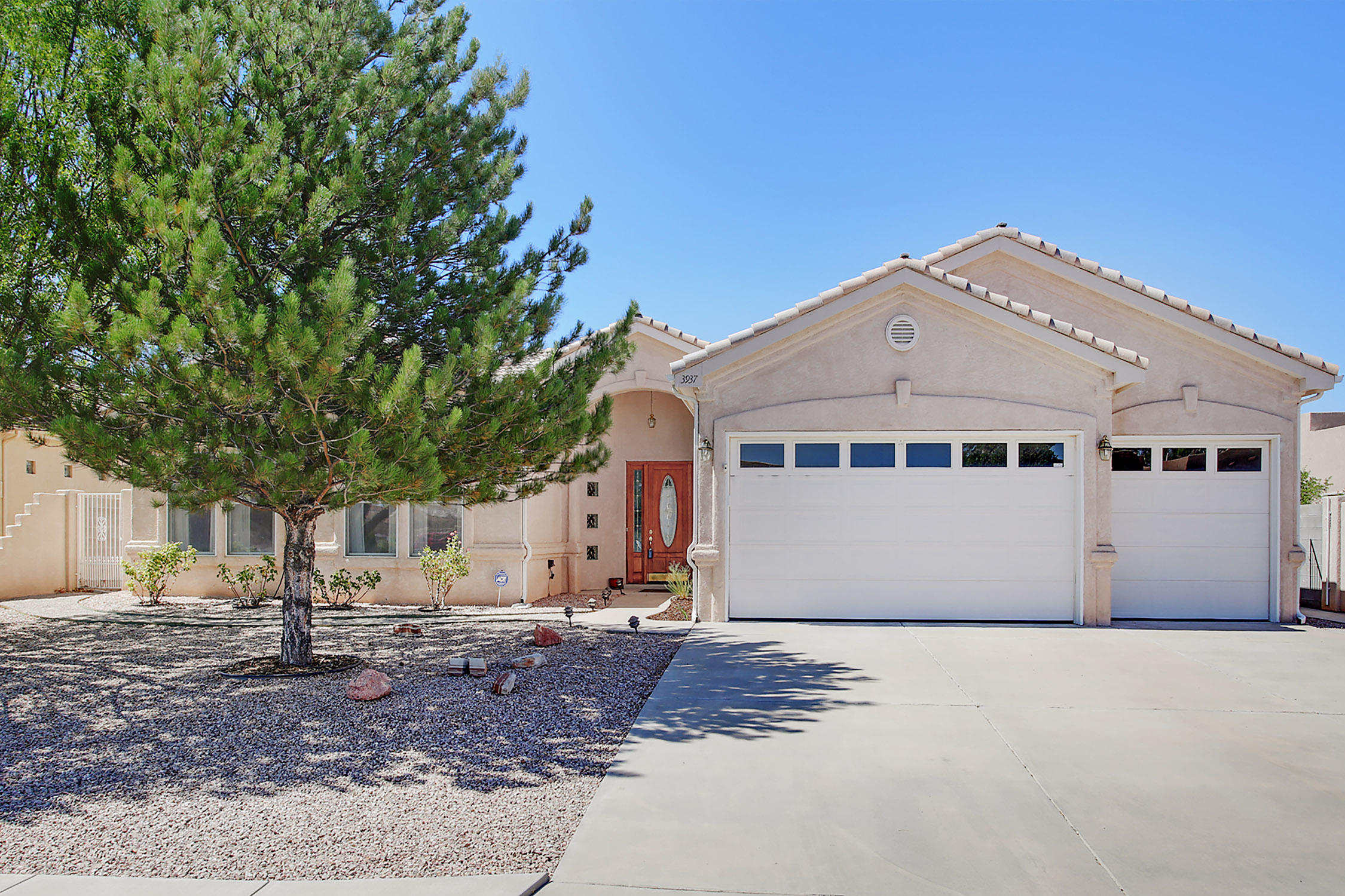 3937 AUGUSTA Drive SE Property Photo - Rio Rancho, NM real estate listing