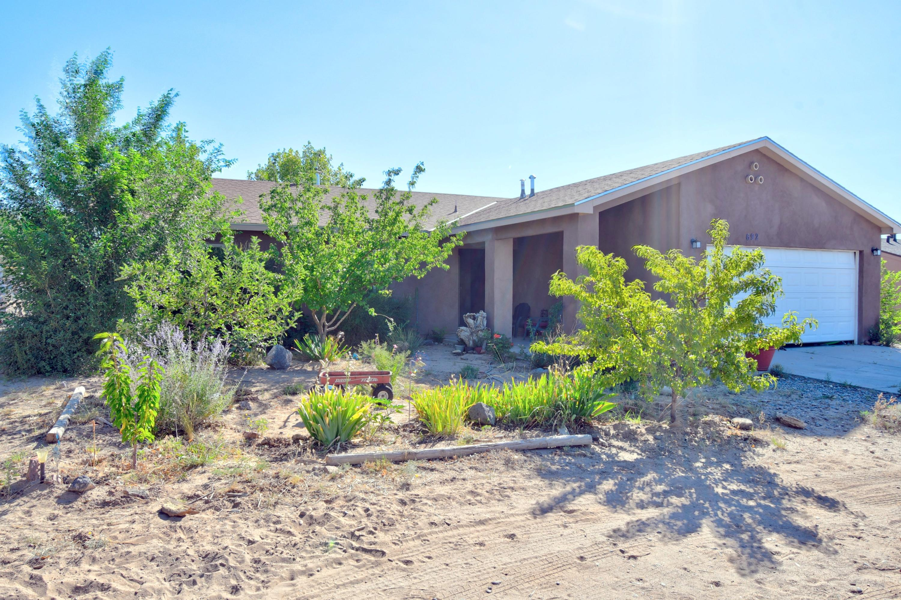 692 Baltic Avenue SE Property Photo - Rio Rancho, NM real estate listing