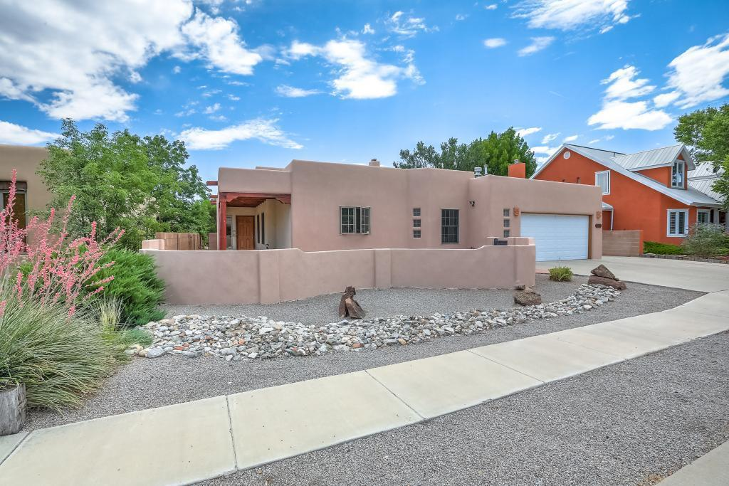 2216 Via Cadiz Court NW Property Photo - Albuquerque, NM real estate listing