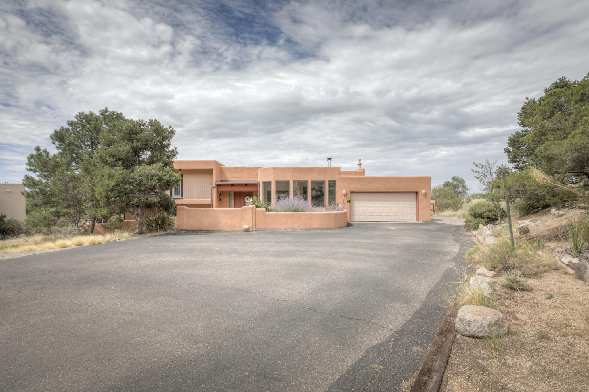 657 ROADRUNNER Lane NE Property Photo - Albuquerque, NM real estate listing