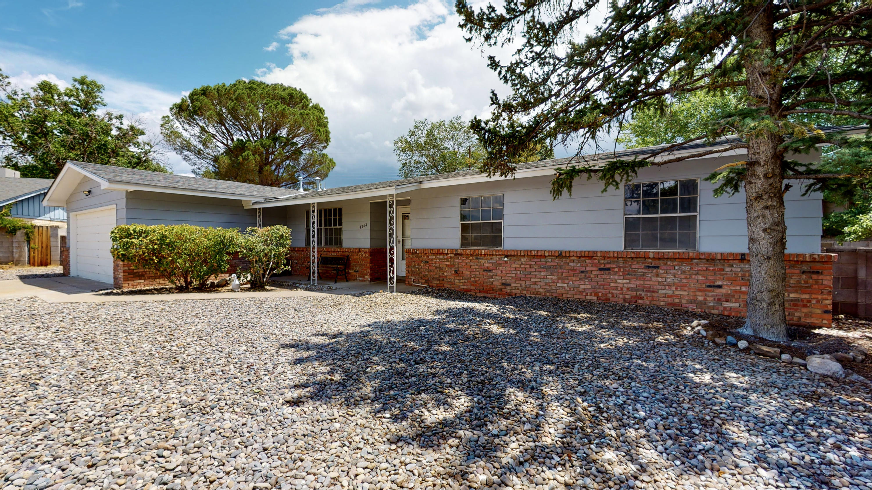 1304 Evelyn Court NE Property Photo - Albuquerque, NM real estate listing