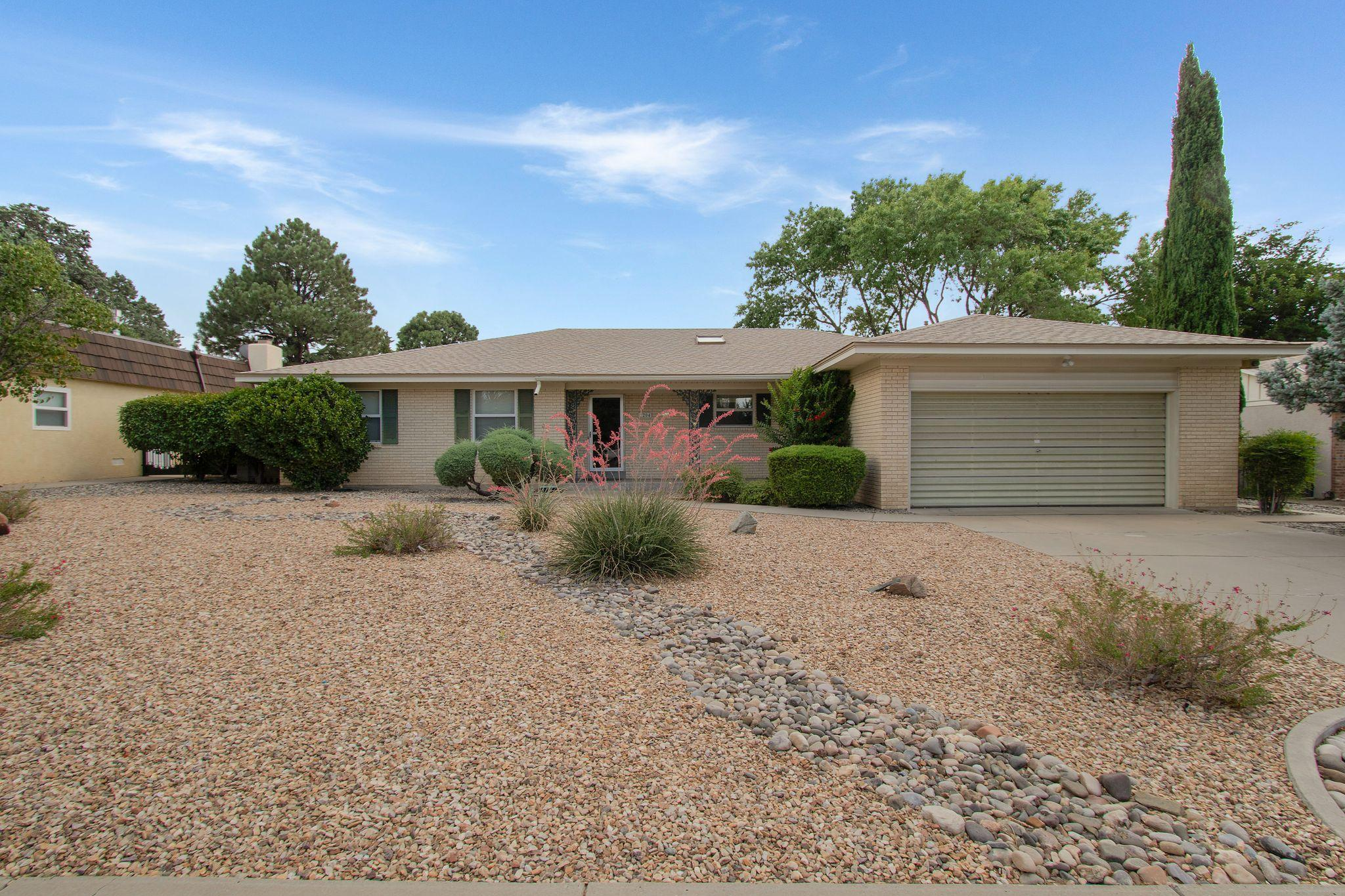 7204 Arroyo Del Oso Avenue NE Property Photo - Albuquerque, NM real estate listing