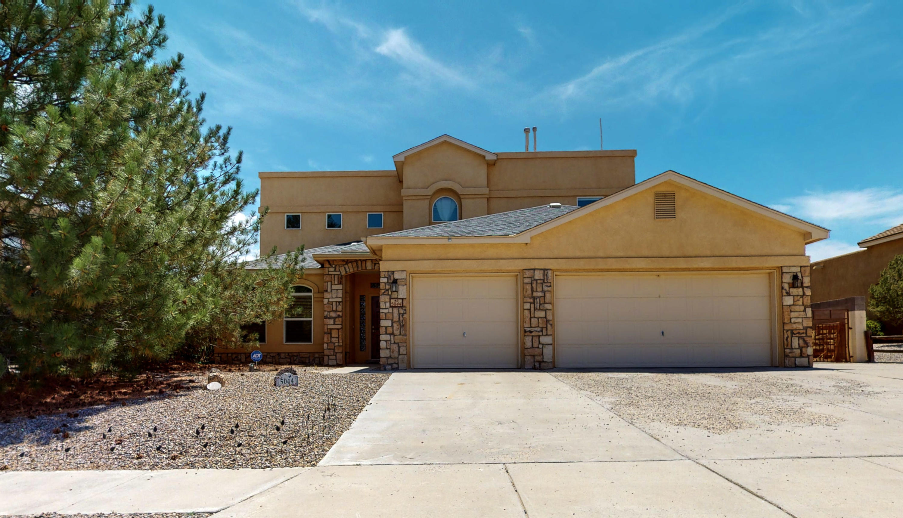 5044 Night Hawk Road NE Property Photo - Rio Rancho, NM real estate listing