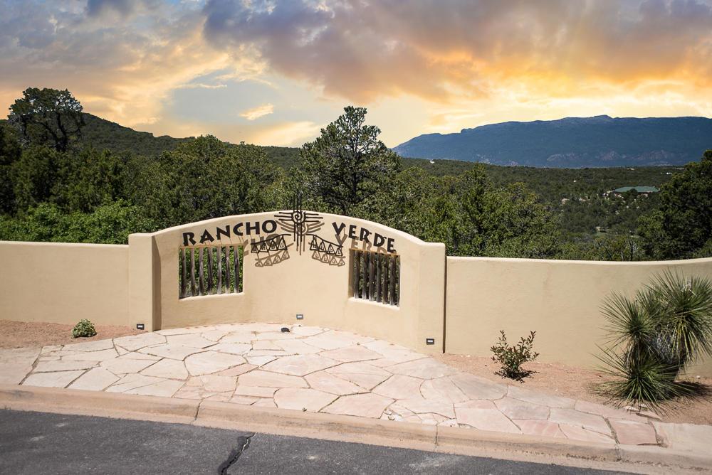 50 Los Pecos Loop Property Photo