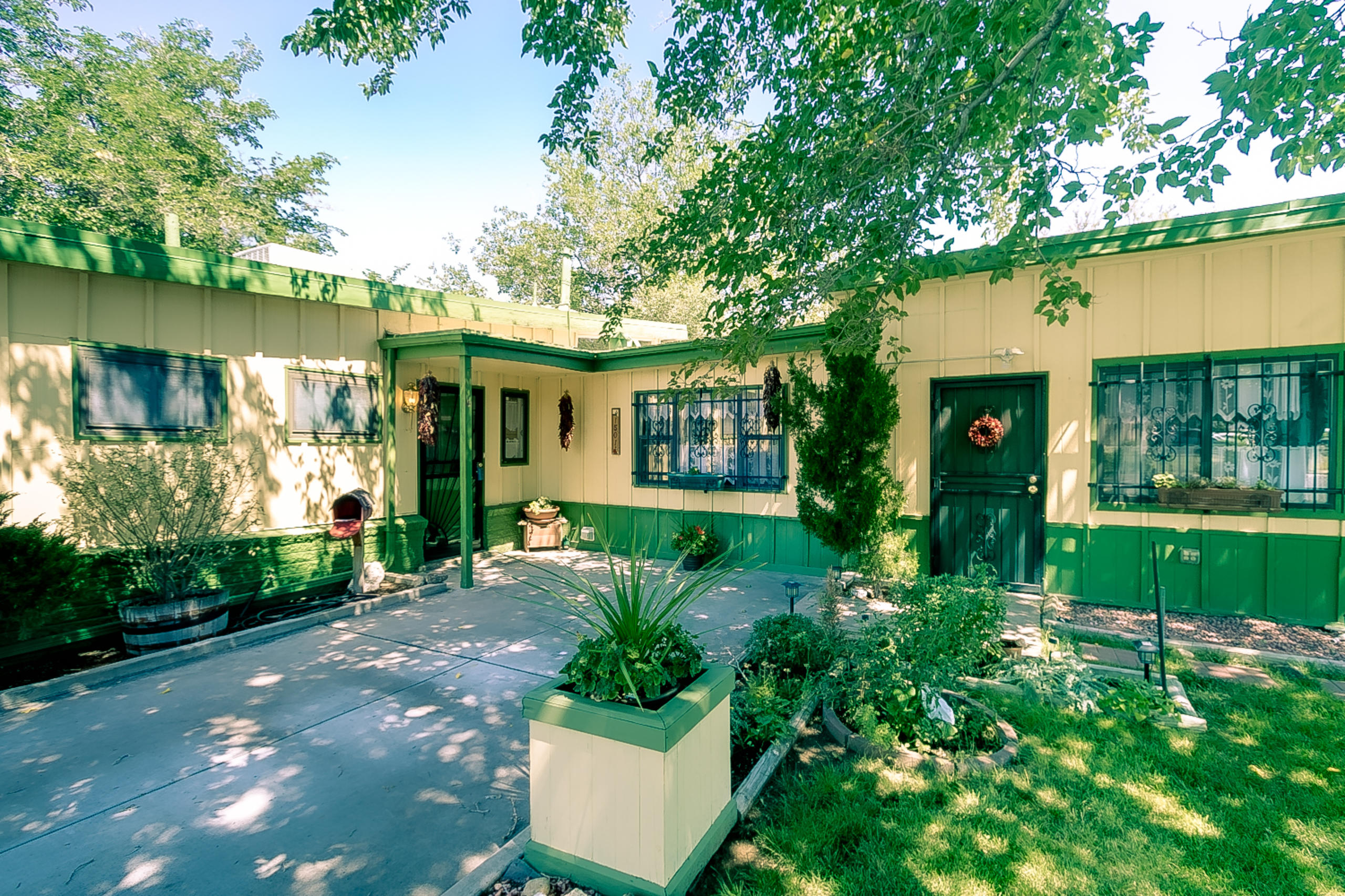 1501 MARY ELLEN Street NE Property Photo - Albuquerque, NM real estate listing