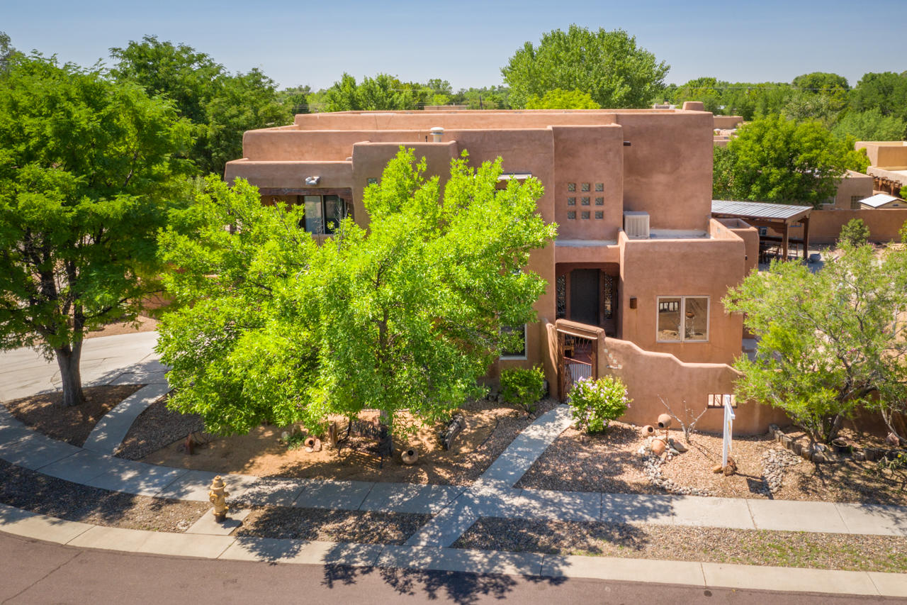 2115 Manchester Place NW Property Photo - Albuquerque, NM real estate listing