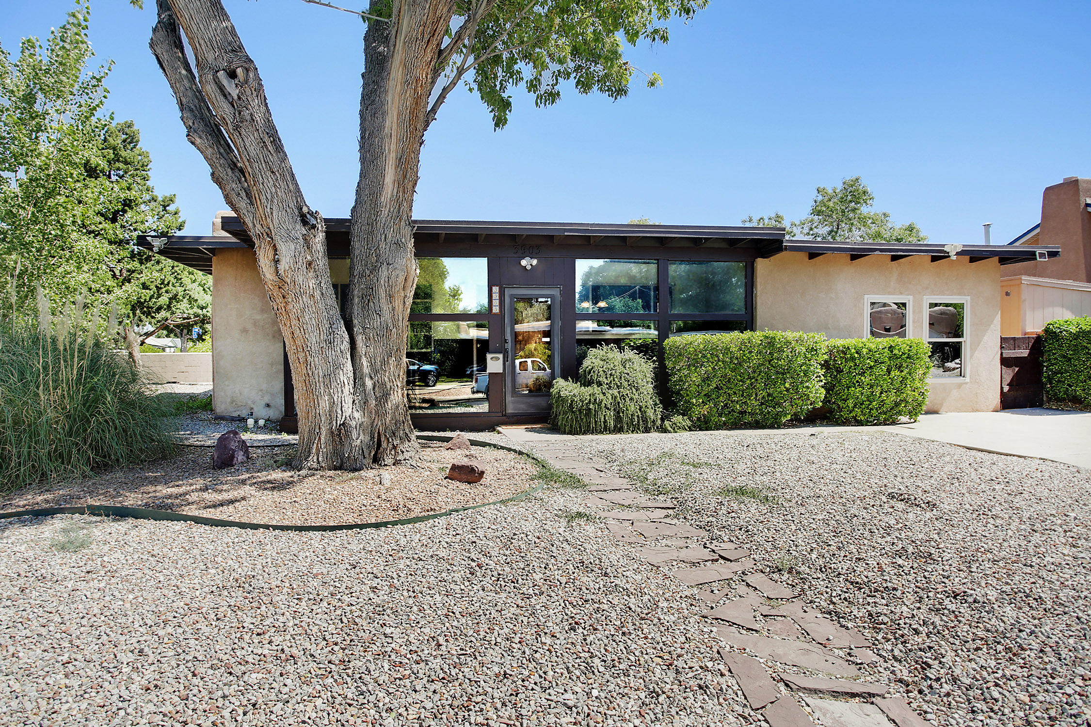 3903 HANNETT Avenue NE Property Photo - Albuquerque, NM real estate listing