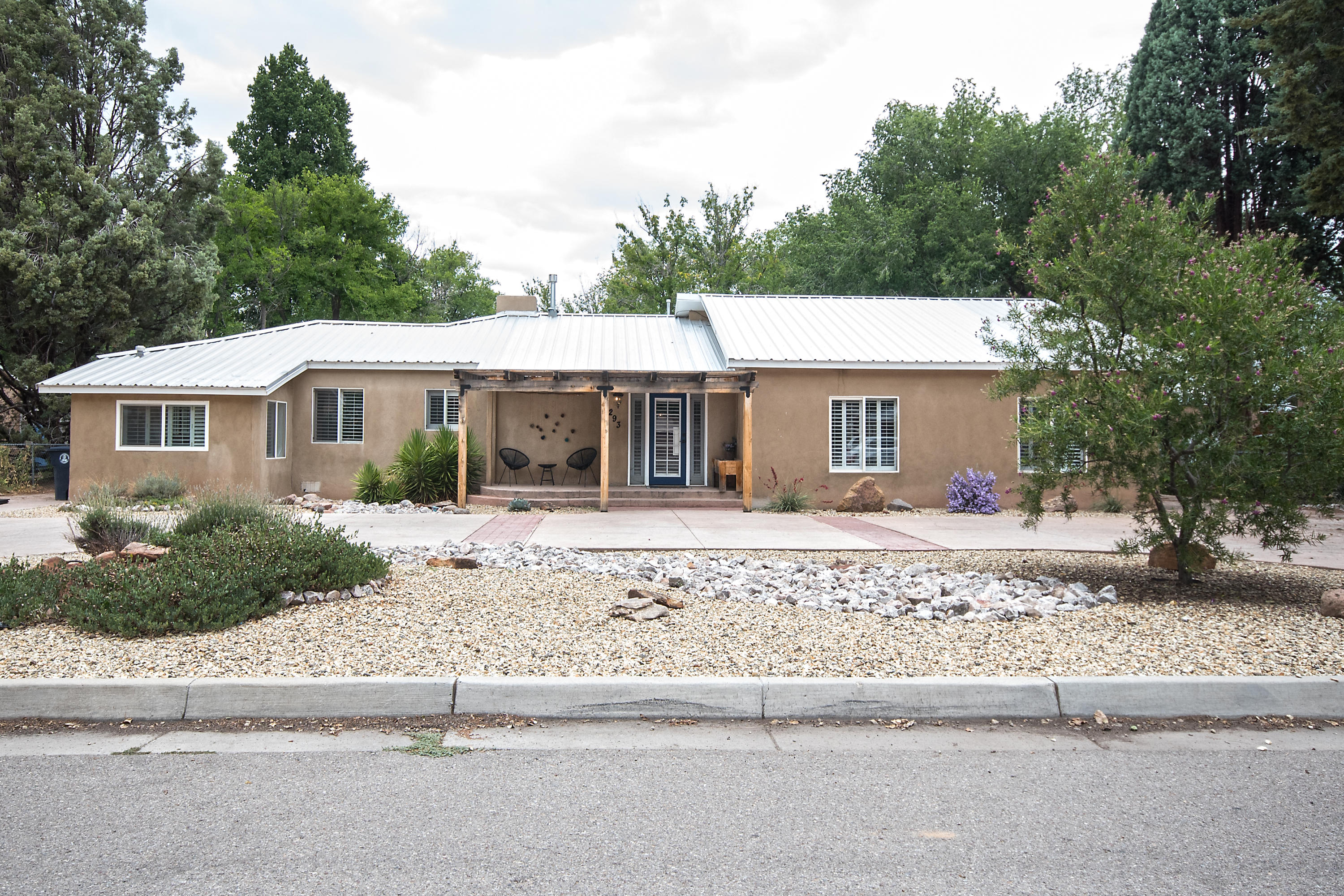 293 ALAMOSA Road NW Property Photo - Albuquerque, NM real estate listing