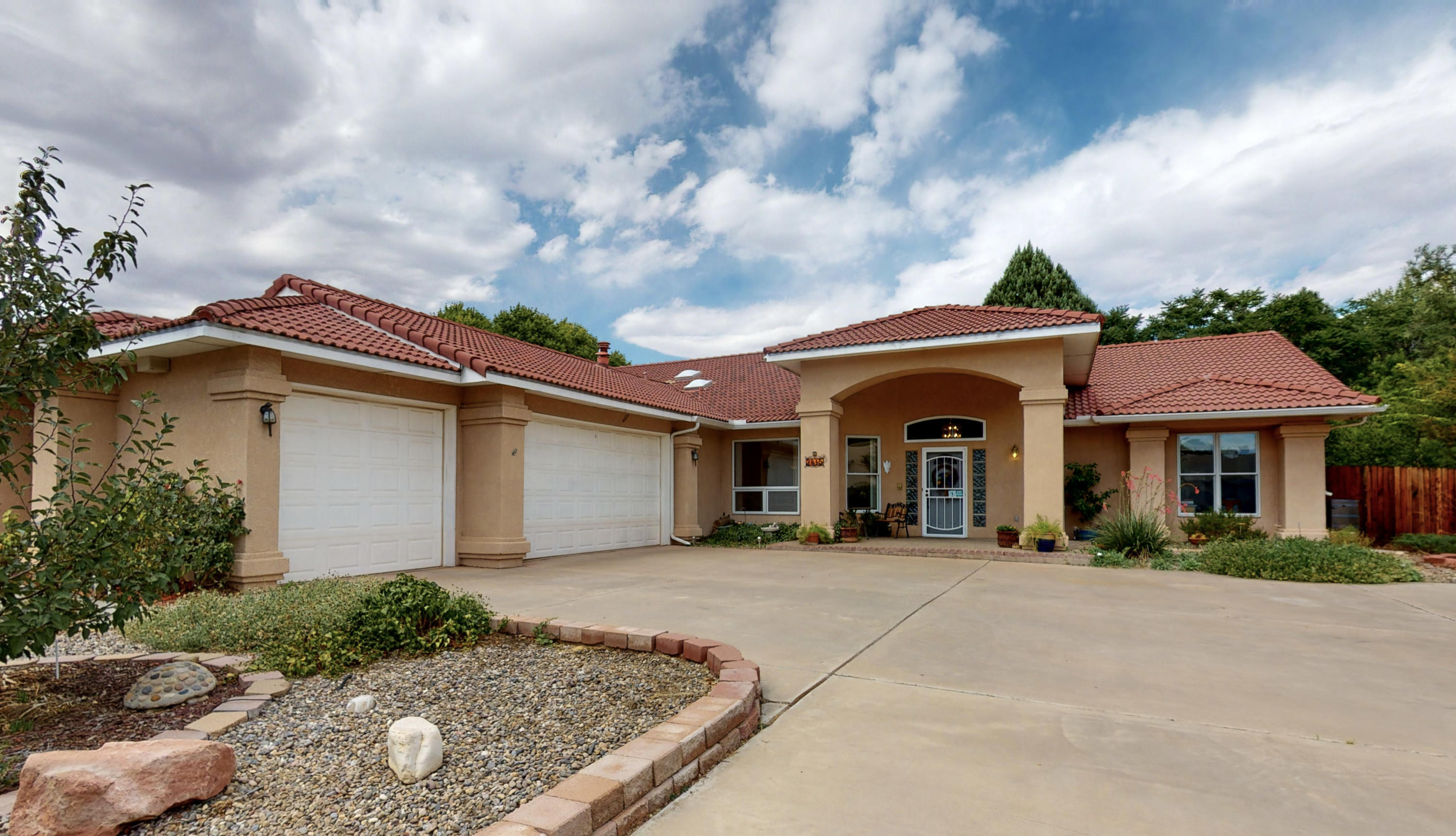 2415 Don Onofre Trail NW Property Photo - Albuquerque, NM real estate listing