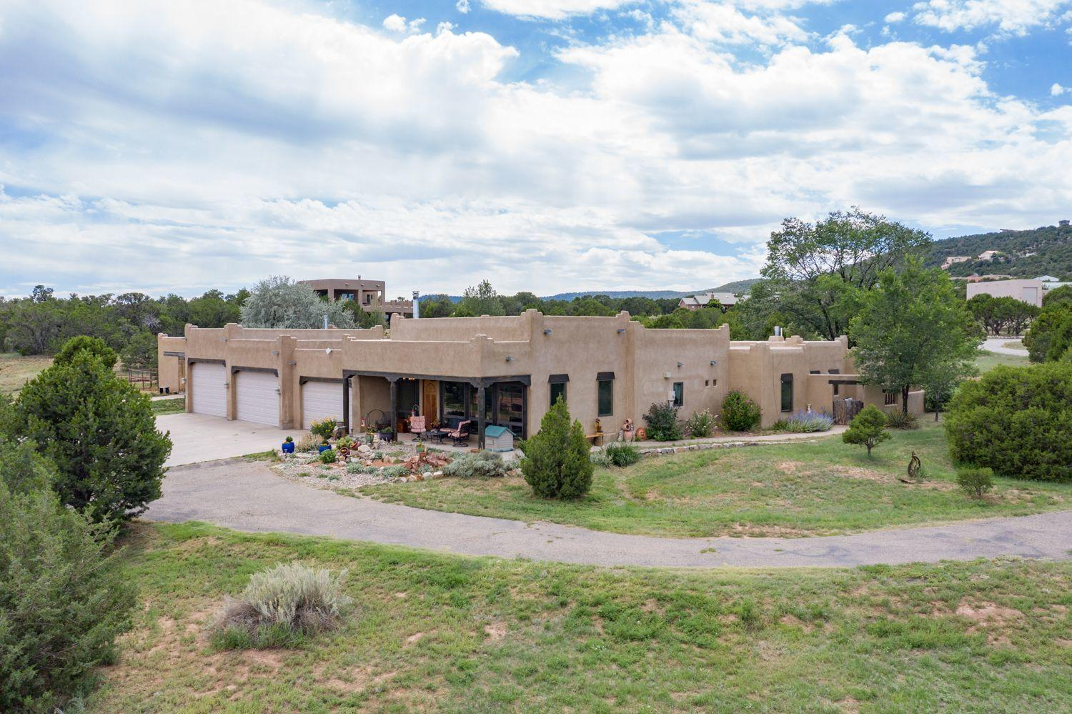15 WESTERN SADDLE Court Property Photo - Tijeras, NM real estate listing
