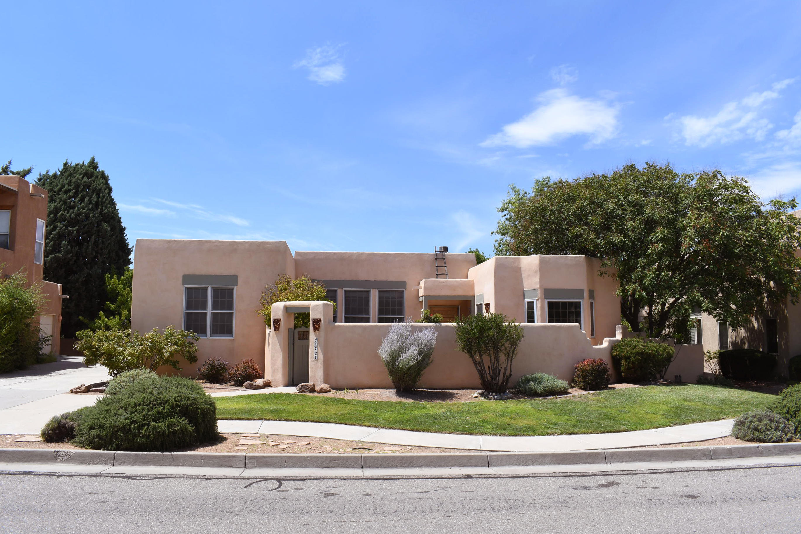 1727 AVENIDA ALTURAS NE Property Photo - Albuquerque, NM real estate listing