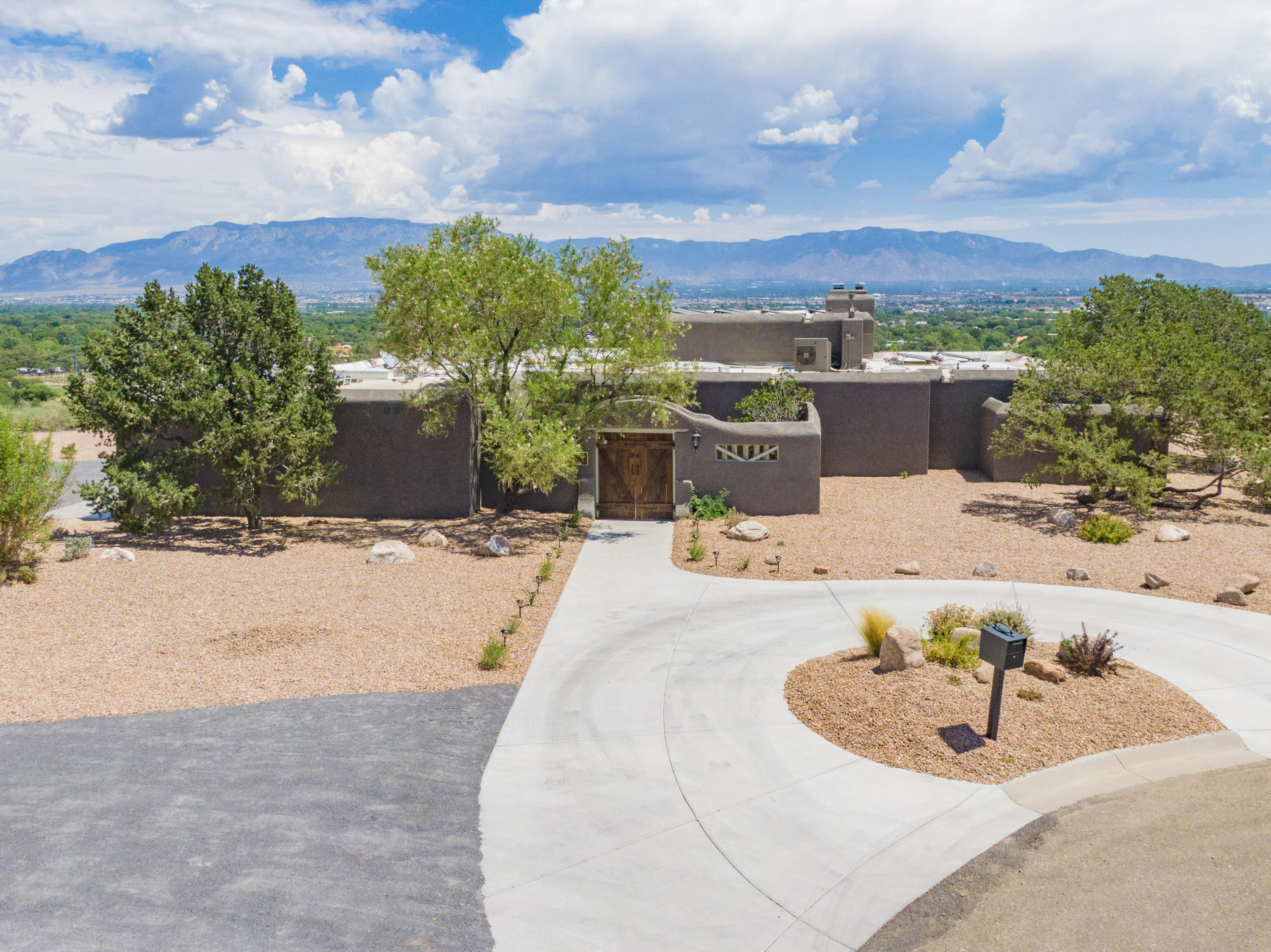 4901 LAURENE Court NW Property Photo - Albuquerque, NM real estate listing
