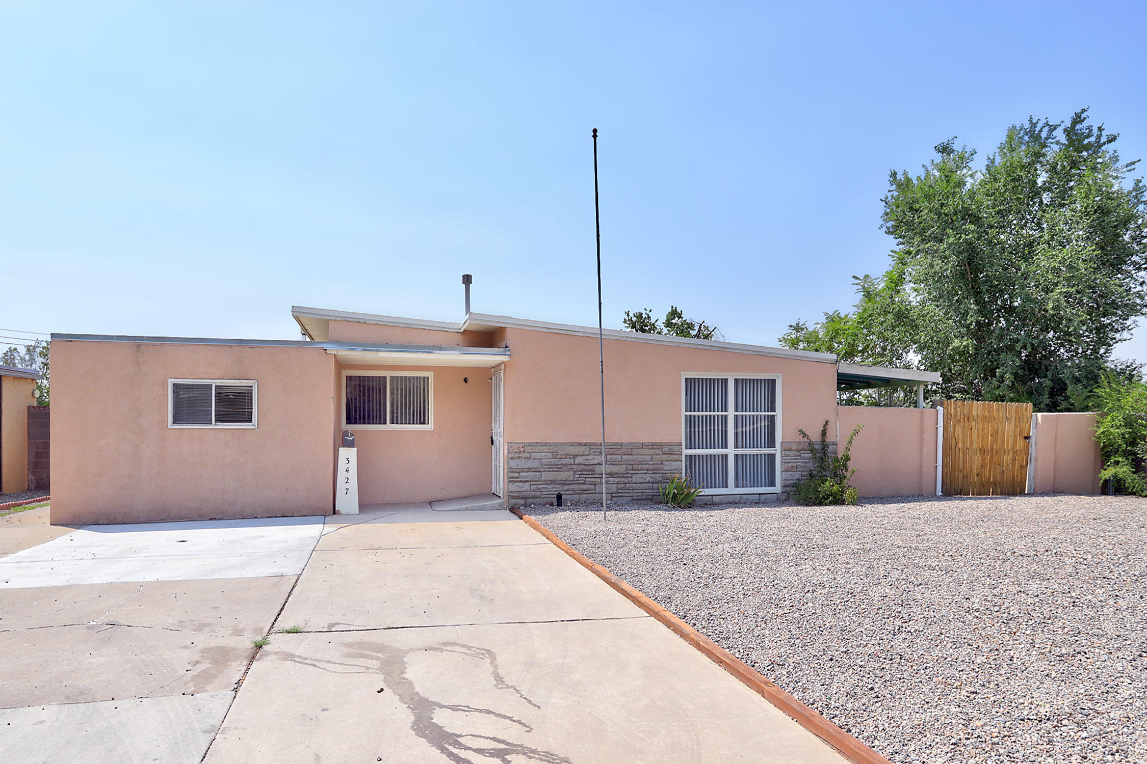 3427 Montclaire Drive NE Property Photo - Albuquerque, NM real estate listing