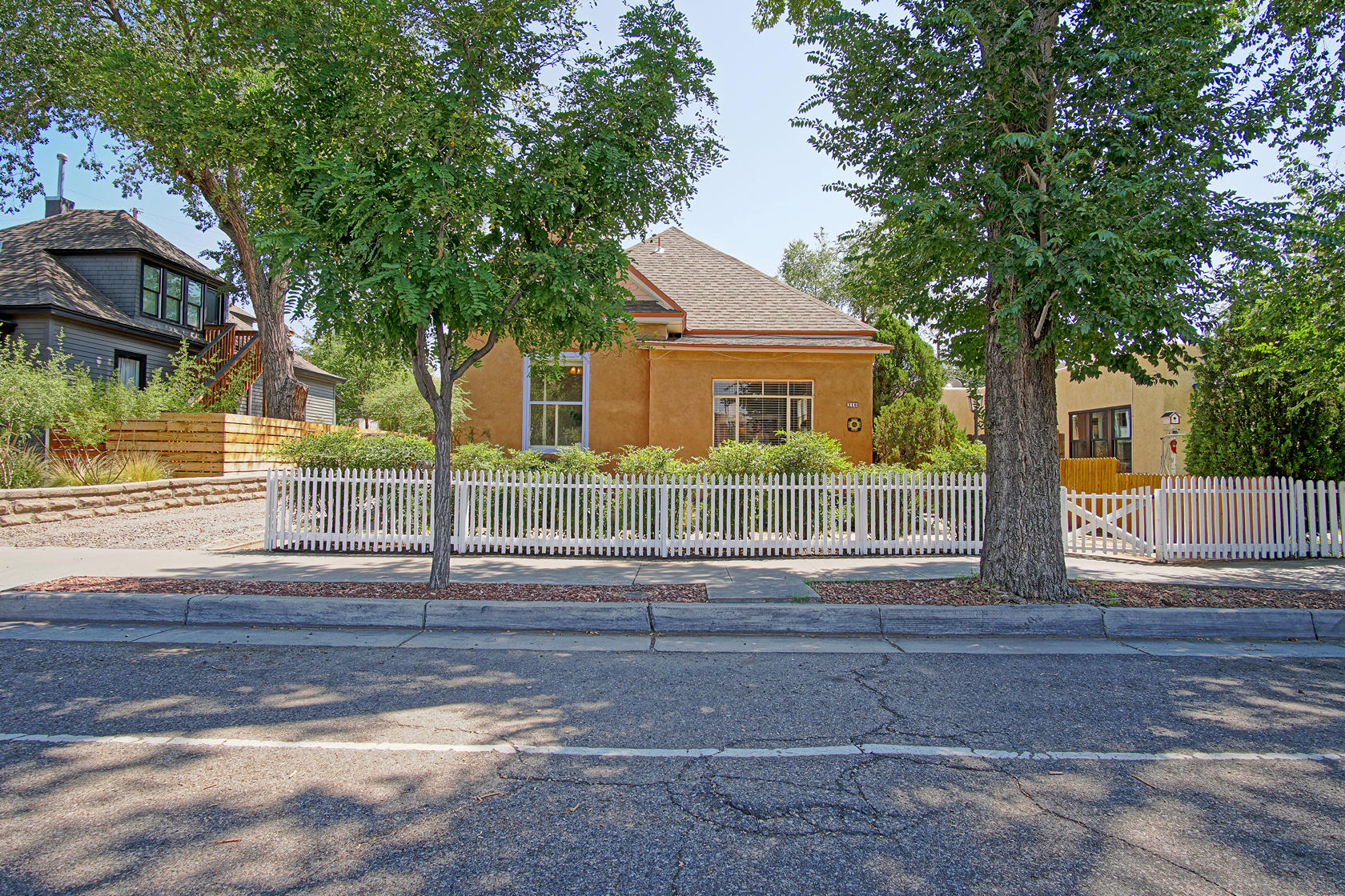 310 EDITH Boulevard SE Property Photo - Albuquerque, NM real estate listing