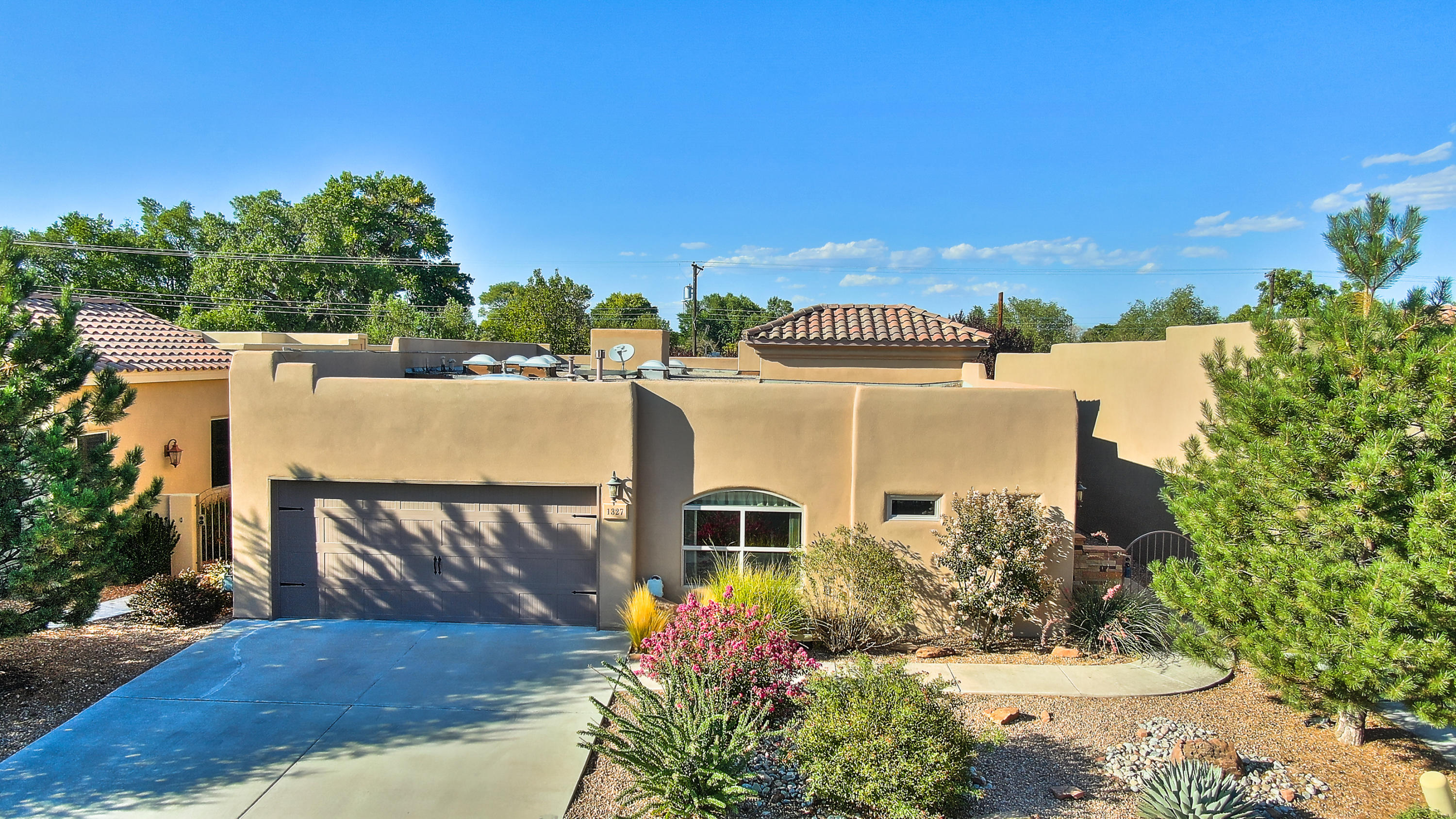1327 Valle Lane NW Property Photo - Albuquerque, NM real estate listing