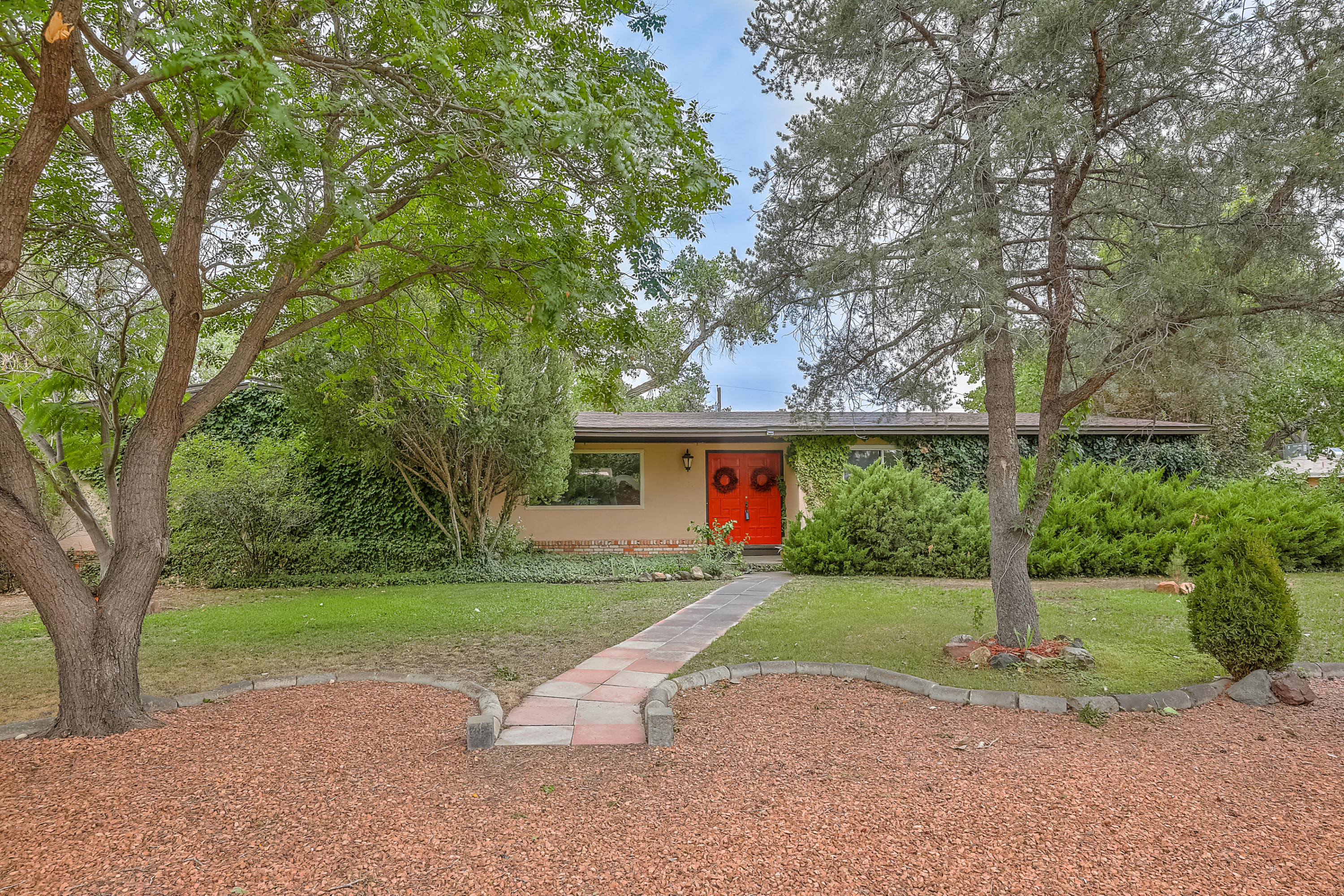 1140 FOREST Road NW Property Photo - Albuquerque, NM real estate listing