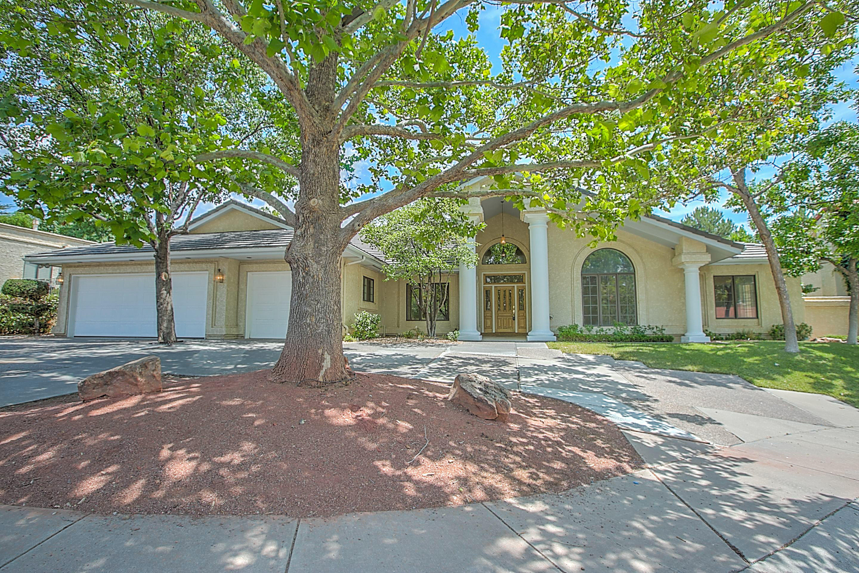 6404 Saint Annes Street NE Property Photo - Albuquerque, NM real estate listing