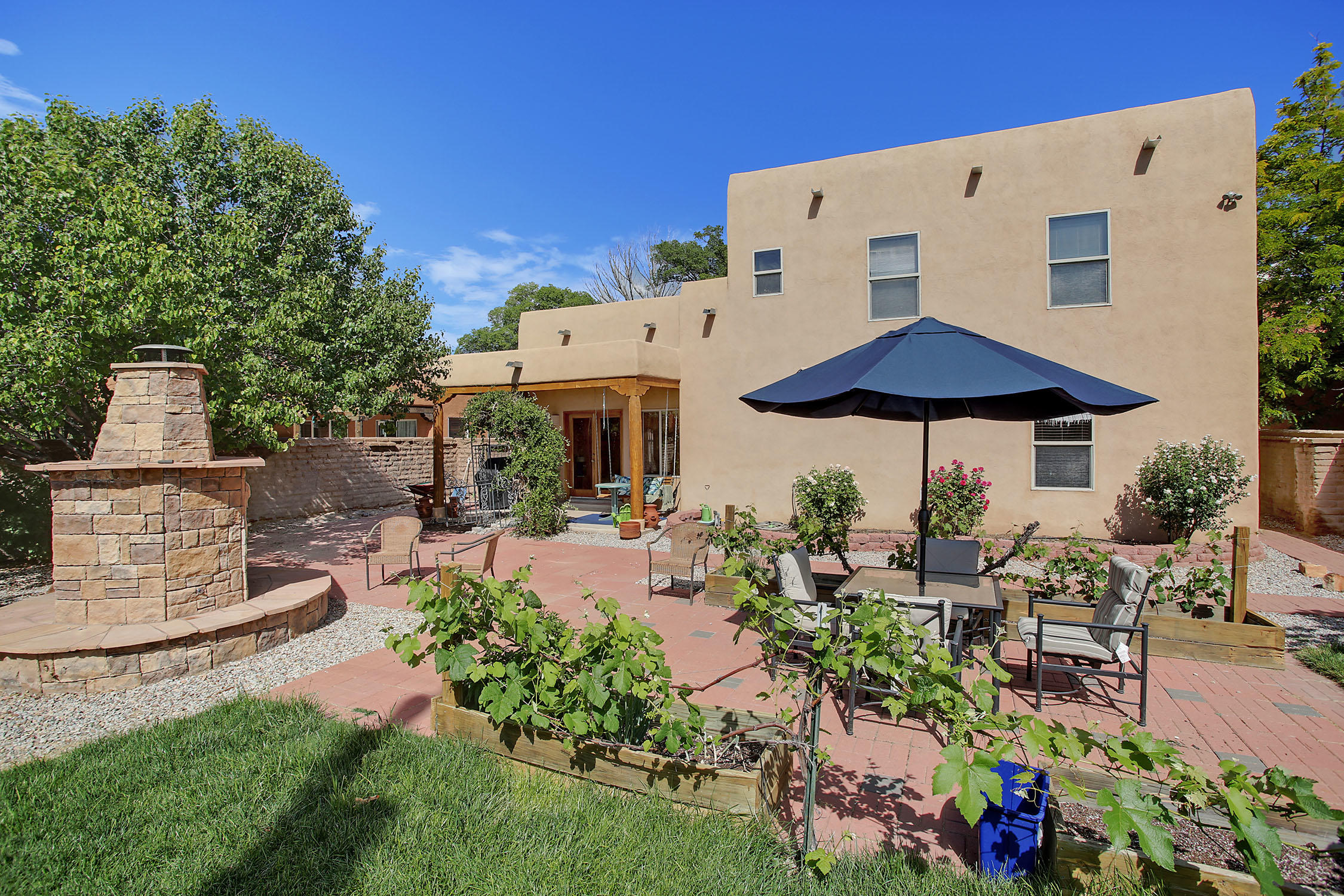8917 ORTEGA Court NW Property Photo - Los Ranchos, NM real estate listing