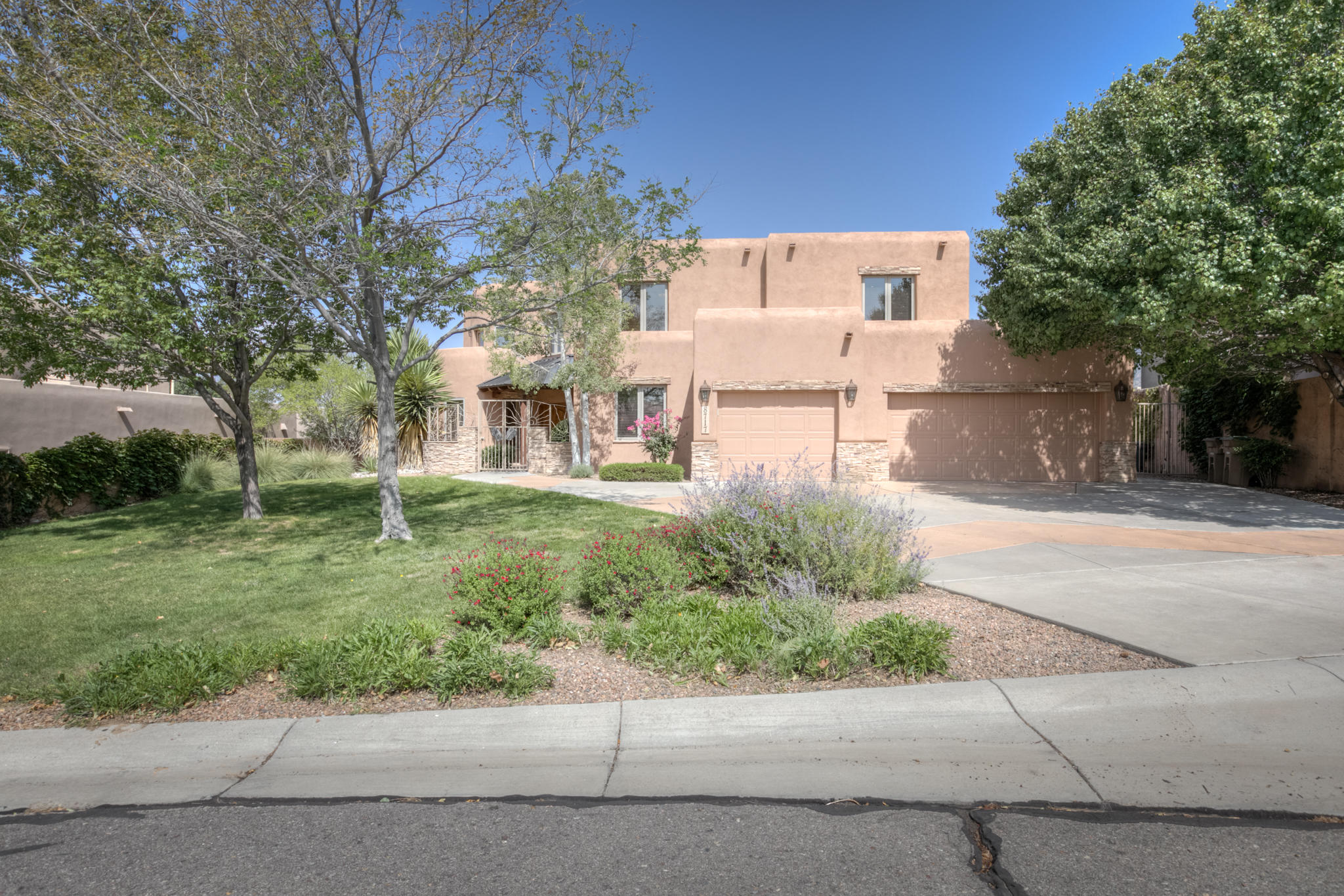 8717 ROYAL GLO Drive NE Property Photo - Albuquerque, NM real estate listing